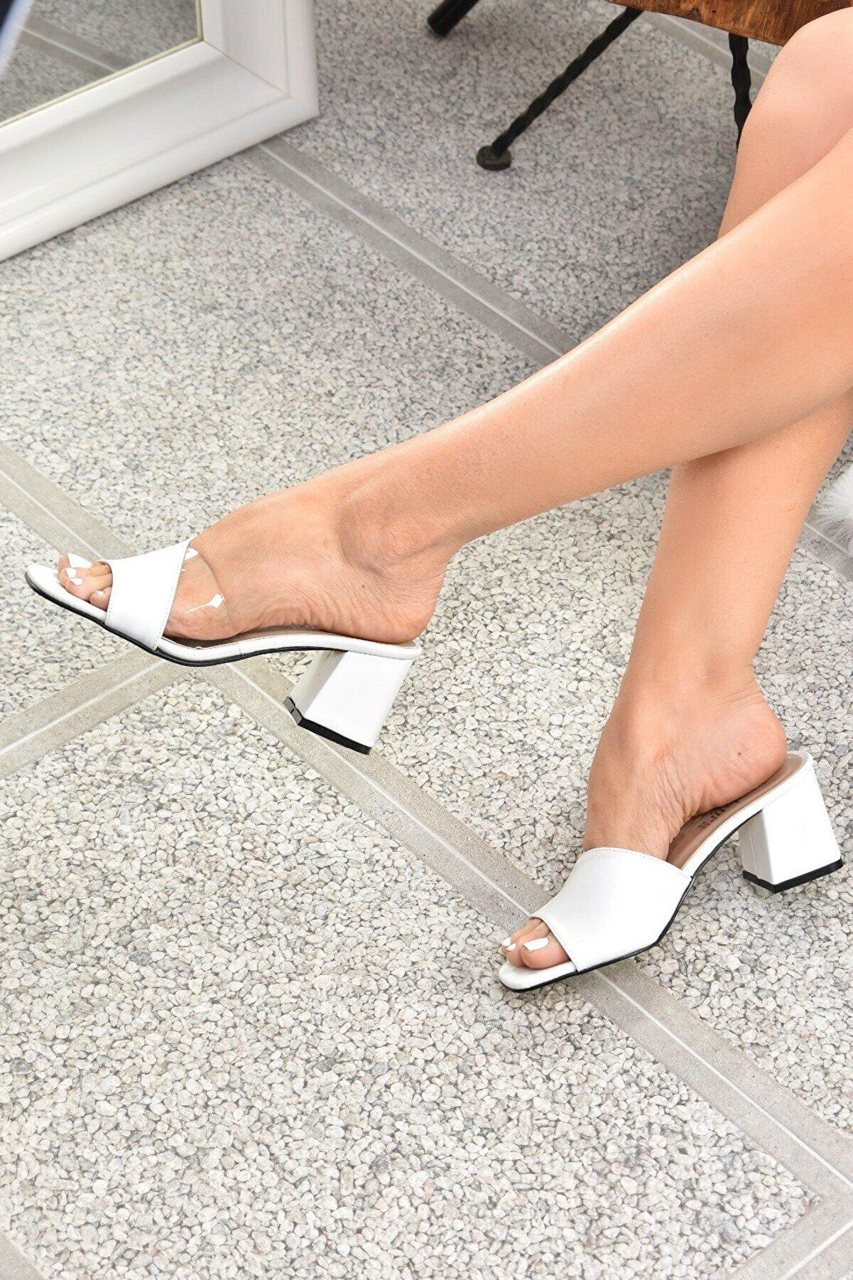 Fox Shoes Kadın Beyaz Topuklu Terlik K713171409