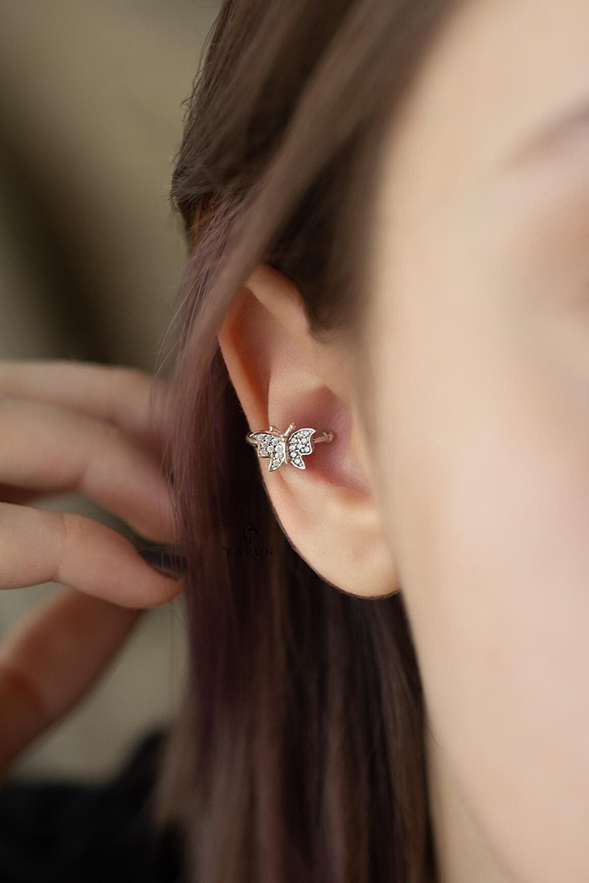 By Barun Silver Beyaz Taşlı Kelebek Model Gümüş Halka Kıkırdak Küpe