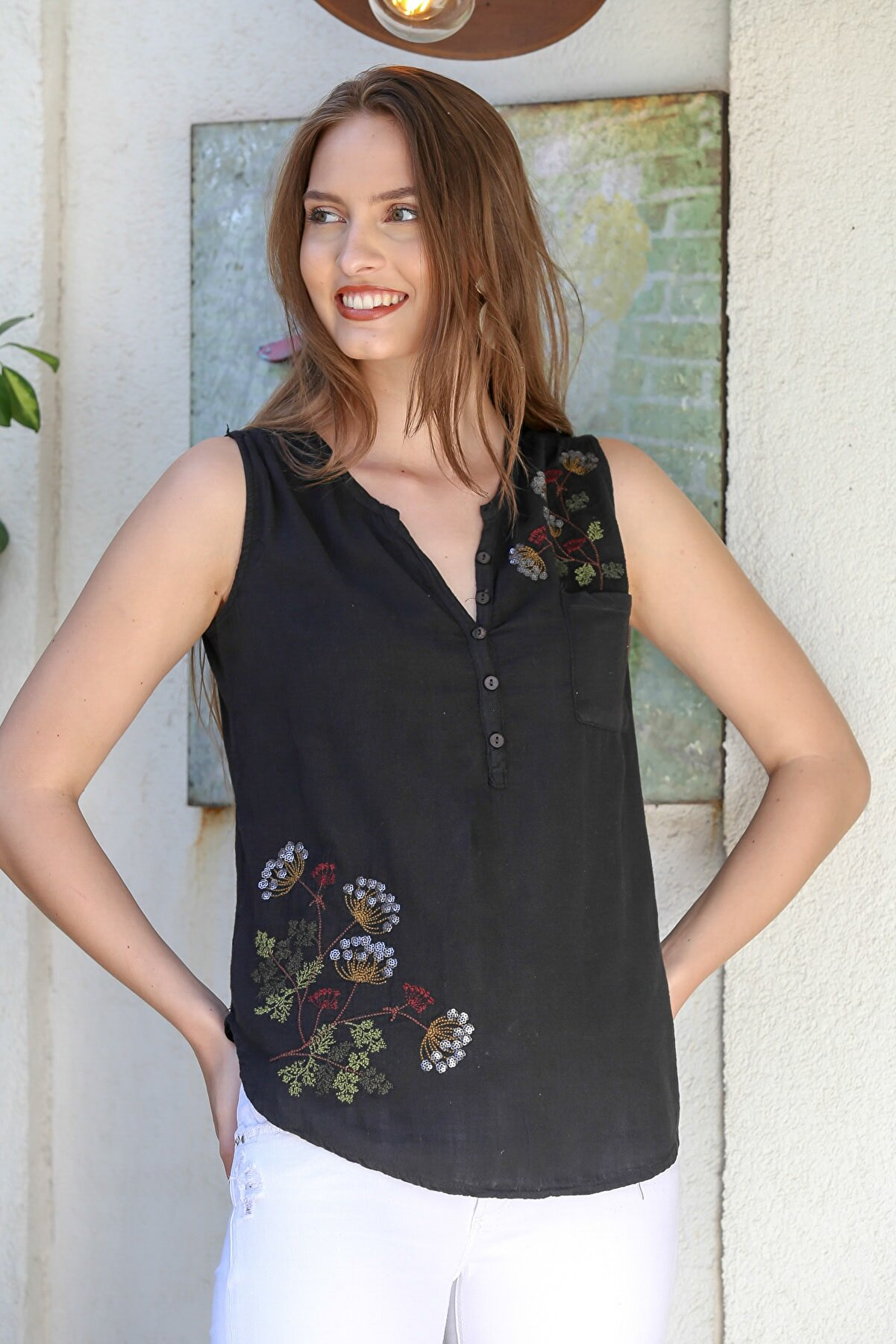 Chiccy Kadın Siyah Patı Düğme Detaylı Çiçek Nakışlı Kolsuz Dokuma Bluz M10010200BL95295