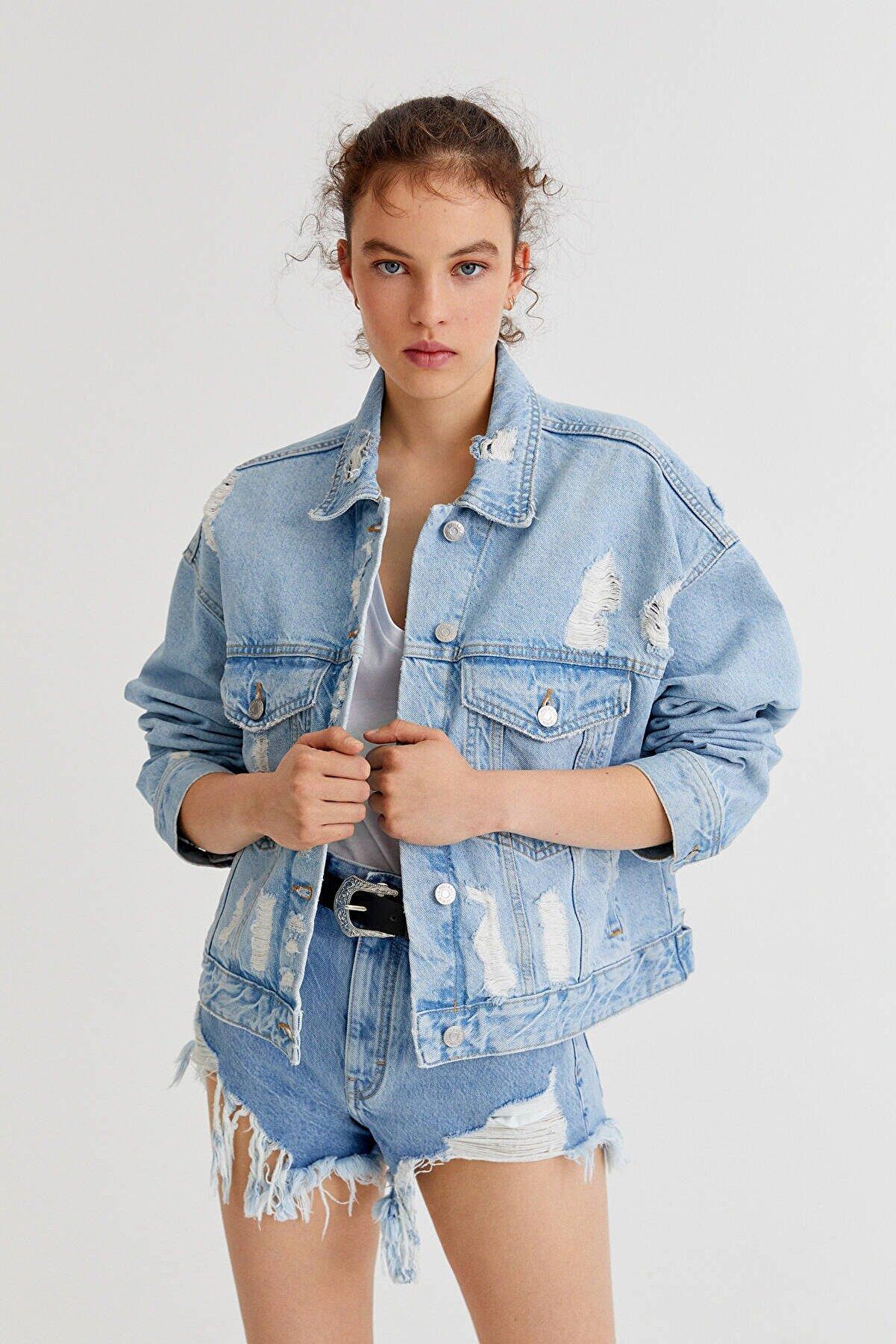 Pull & Bear Kadın Mavi Oversize Distressed Denim Ceket