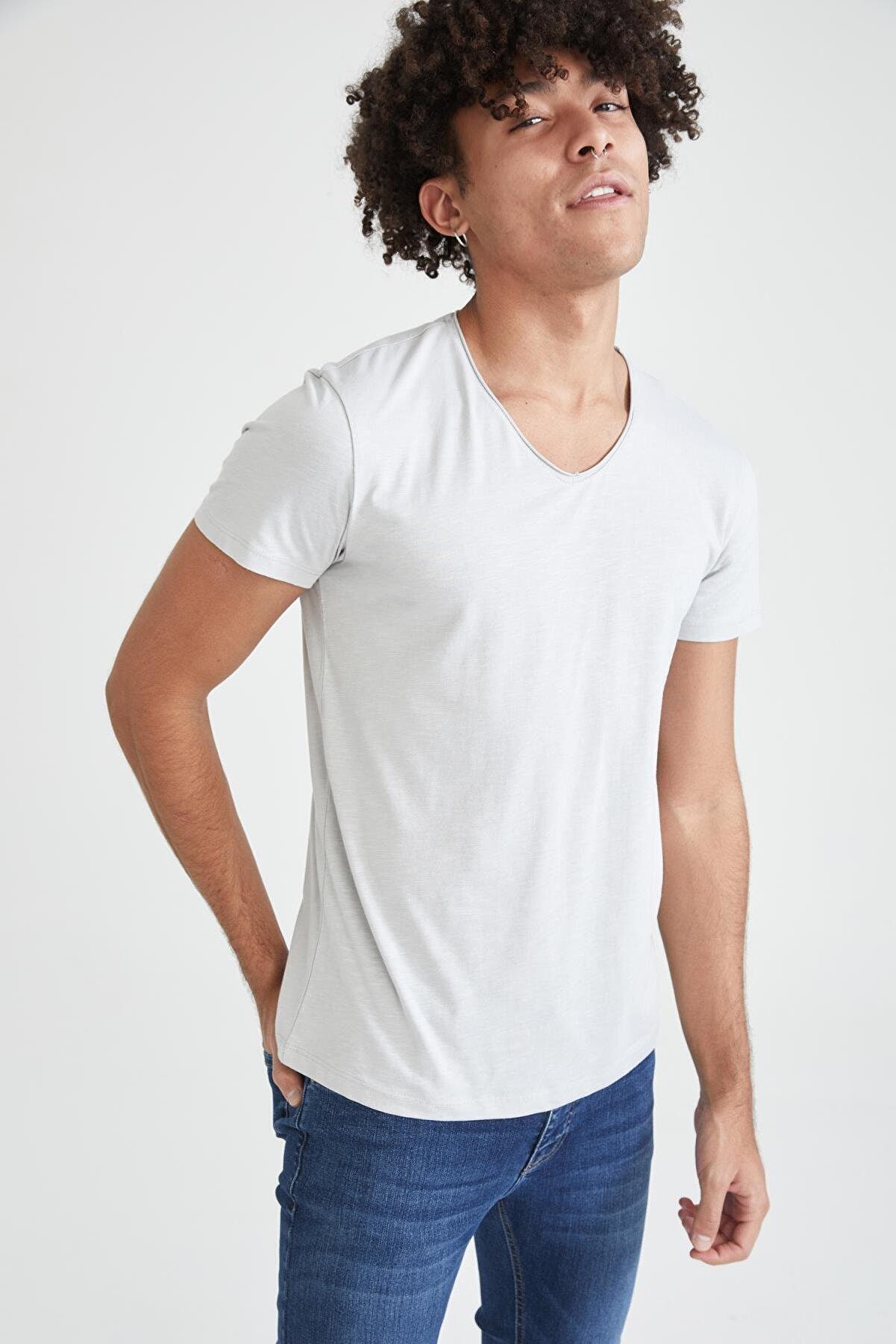 Defacto Slim Fit V Yaka Basic Kısa Kollu Beyaz Tişört