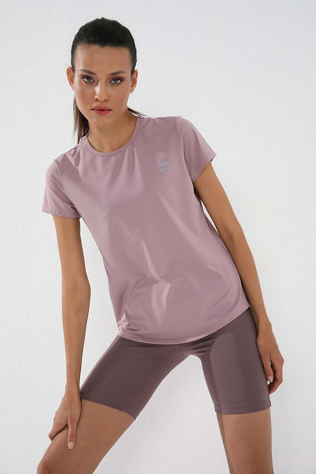 Tommy Life Gül Kurusu Kadın Basic Kısa Kol Standart Kalıp O Yaka T-shirt - 97144
