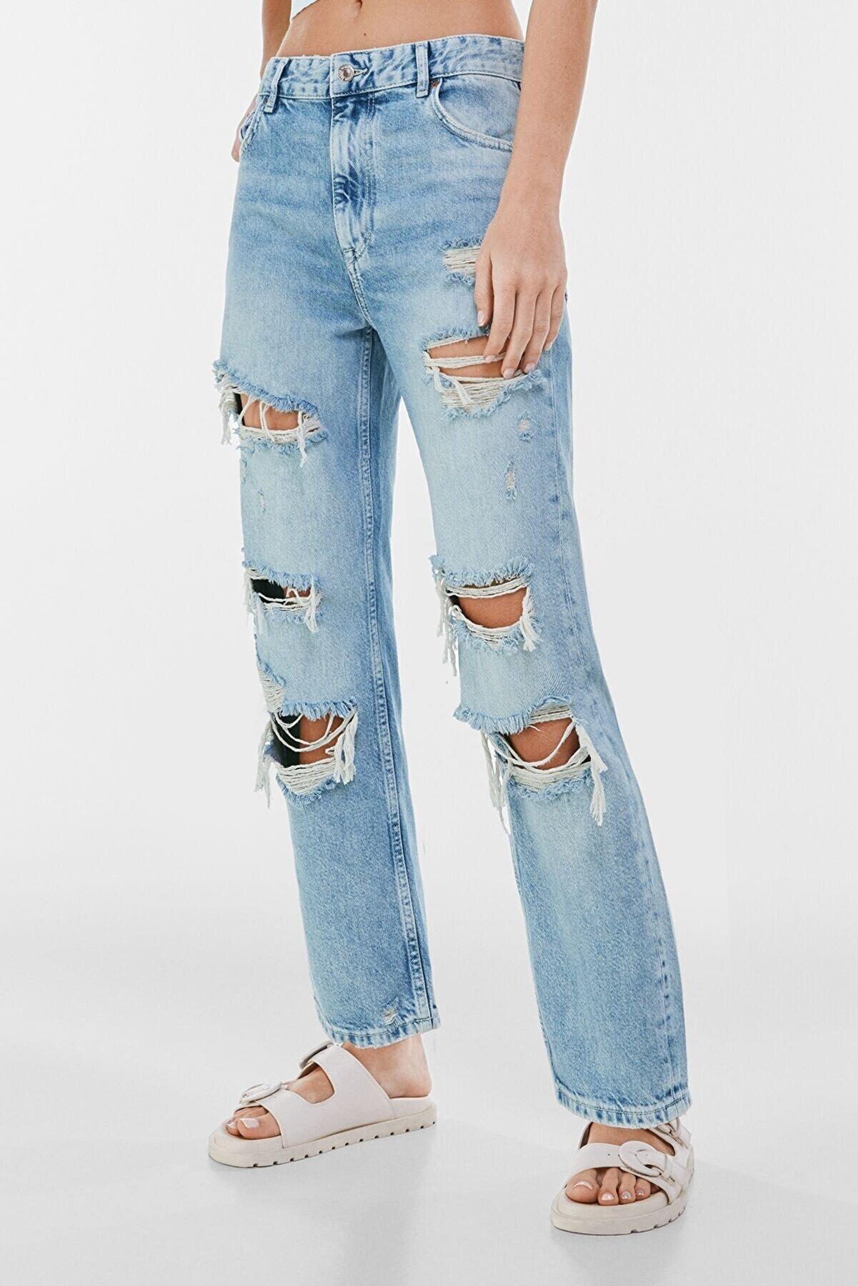 Bershka Kadın Mavi Distressed Detaylı Straight Fit Crop Jean