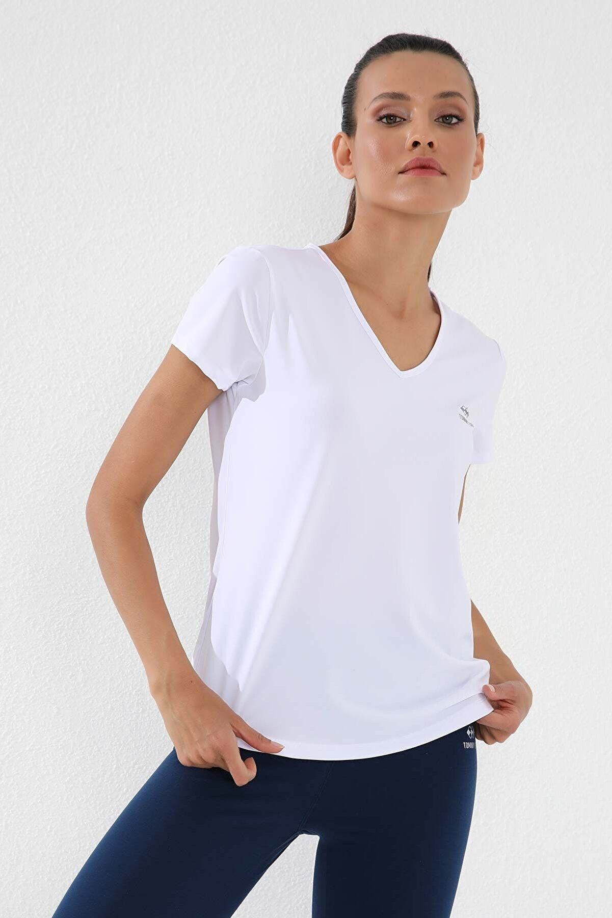 Tommy Life Beyaz Kadın Basic Kısa Kol Standart Kalıp V Yaka T-shirt - 97145