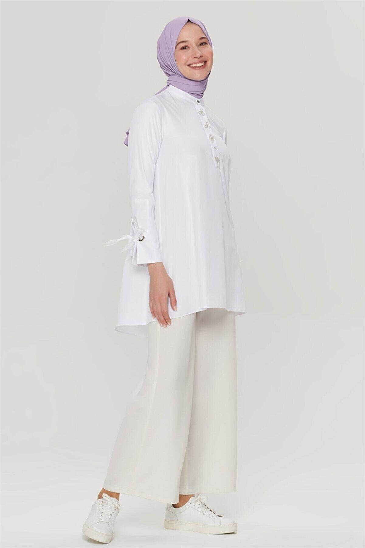 Armine Kadın Beyaz Boncuk İşlemeli Bluz 21y3944