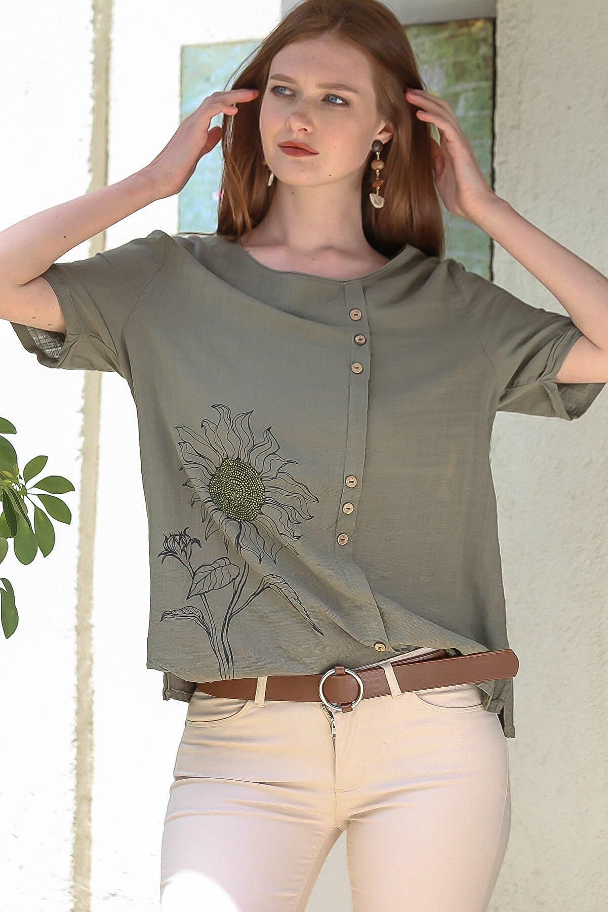 Chiccy Kadın Haki Sıfır Yaka Günebakan Çiçek Baskılı Süs Düğme Detaylı Dokuma Salaş Bluz C10010200BL95237