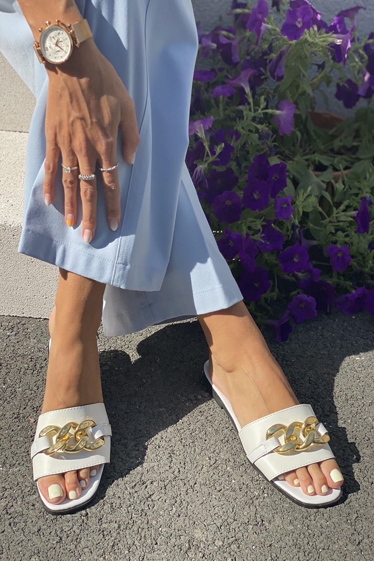 İnan Ayakkabı Kadın Beyaz Zincirli Terlik
