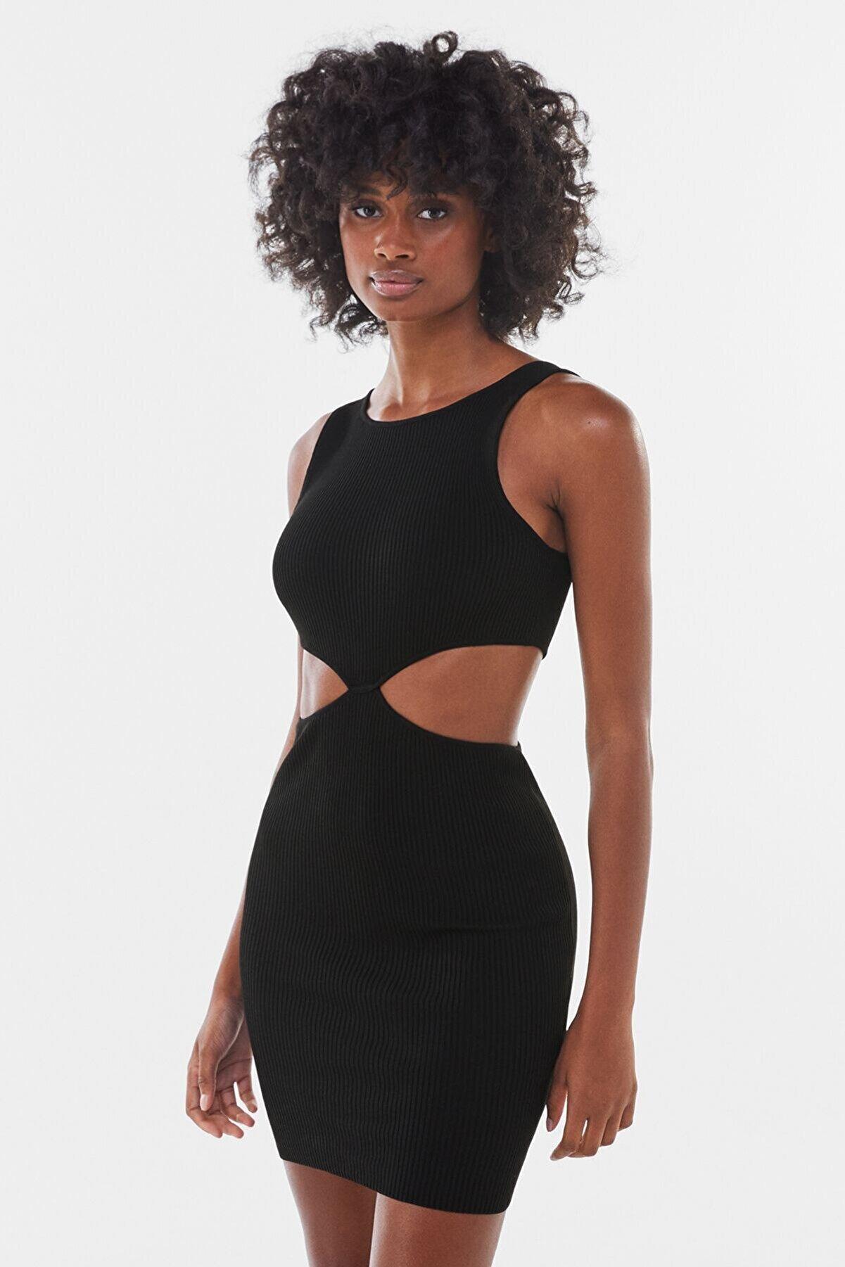 Bershka Kadın Yanları Pencere Detaylı Mini Elbise