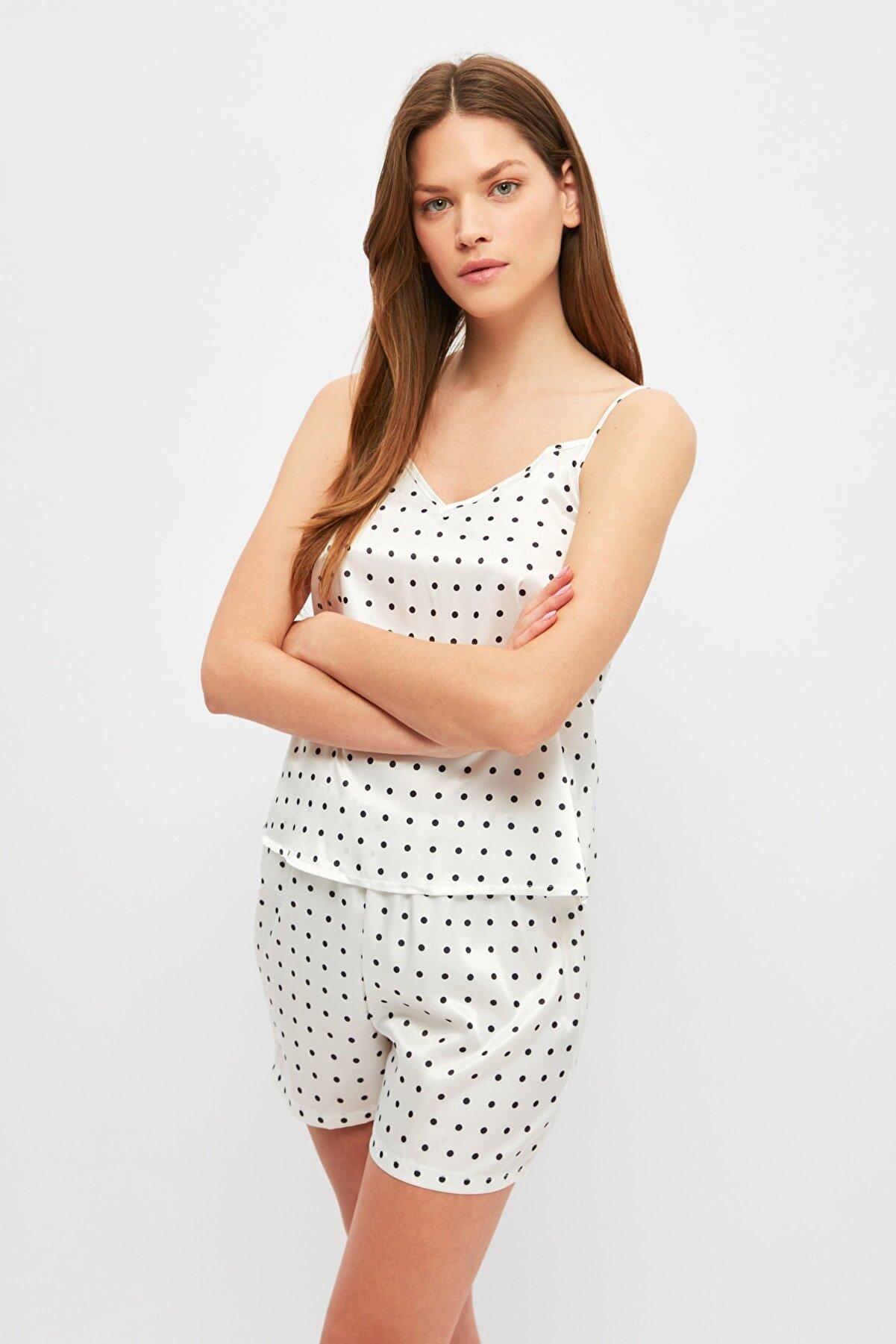 TRENDYOLMİLLA Beyaz Puantiyeli Saten Pijama Takımı THMSS21PT0892