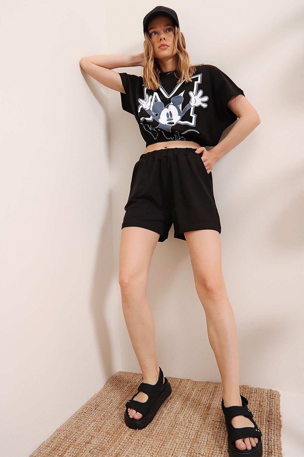 Trend Alaçatı Stili Kadın Siyah Baskılı Beli Lastikli Crop Top Ve Şort Alt Üst Takım MDA-1203