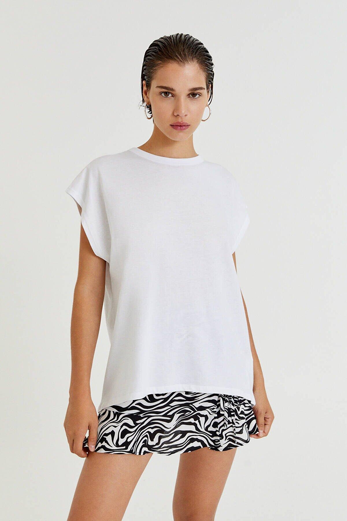 Pull & Bear Asimetrik Kenarlı Basic T-Shirt - %100 Organik Pamuklu
