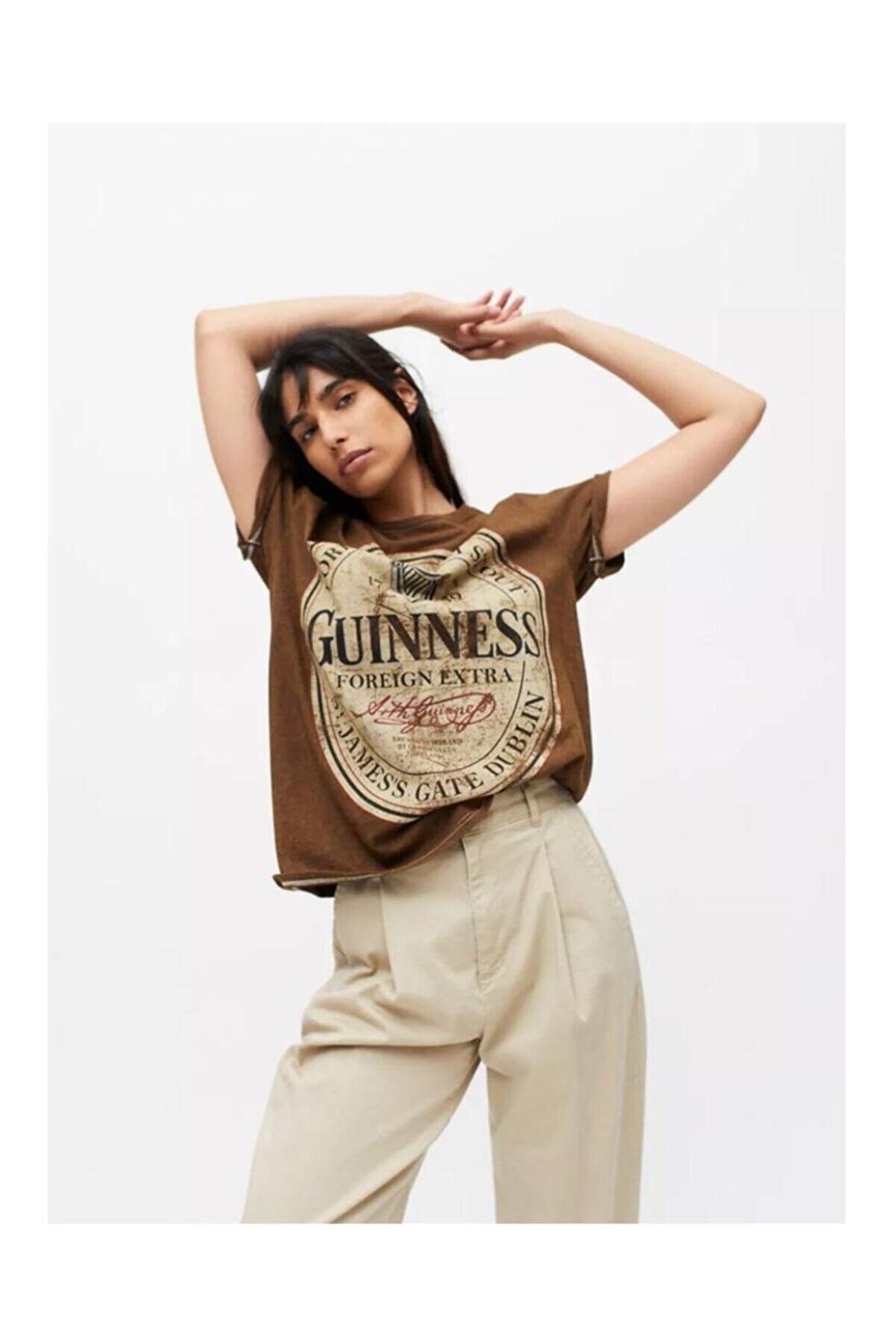 MODAGEN Kadın Kahverengi Guinnes Baskılı T-shirt