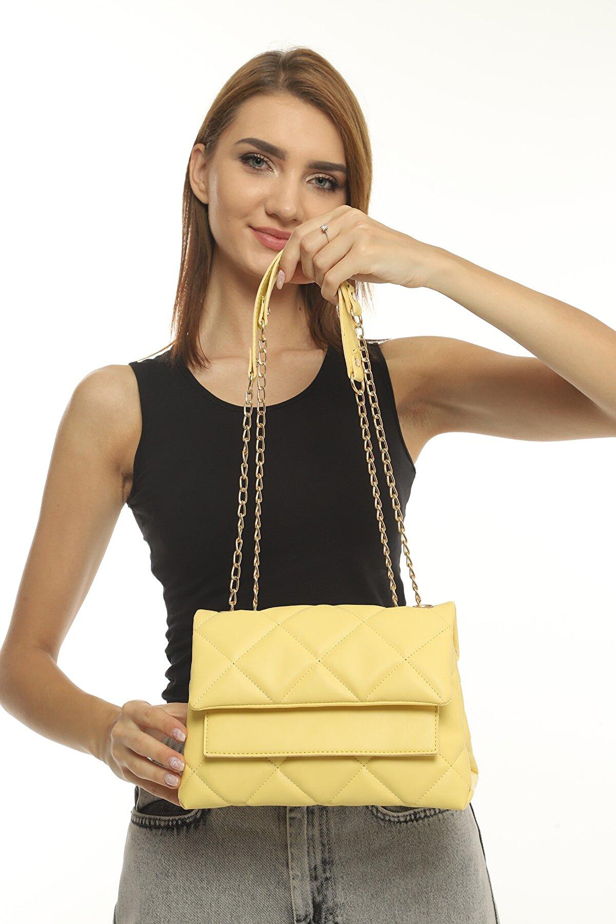 Defnella Kadın Sarı Kapitone Desenli Zincir Askılı El ve Omuz Çantası