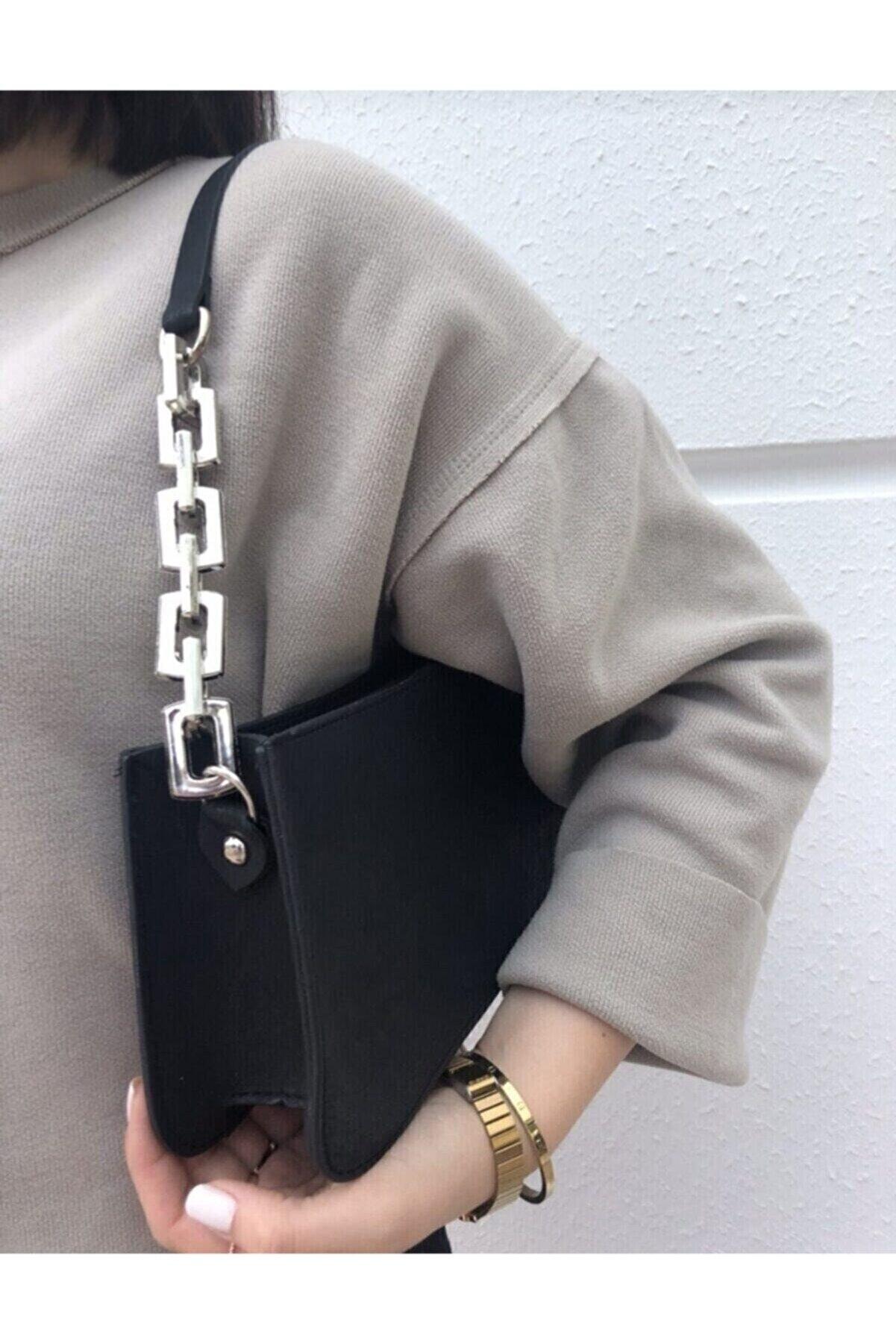 çantamsende Kadın Siyah Zincir Detaylı Baget Omuz Çantası