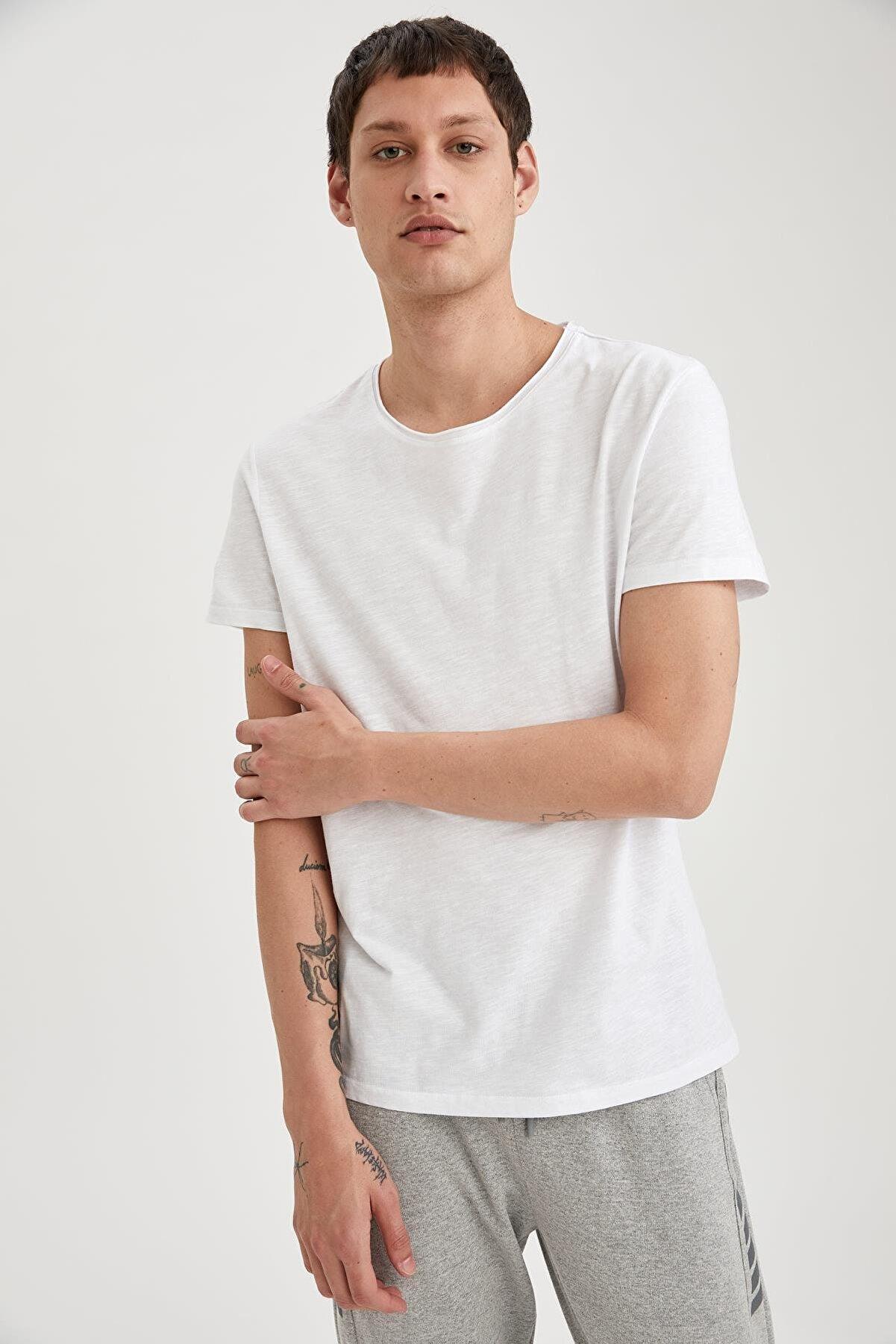 Defacto Erkek Beyaz Slim Fit Bisiklet Yaka Basic Beyaz Tişört M4789AZNSWT34