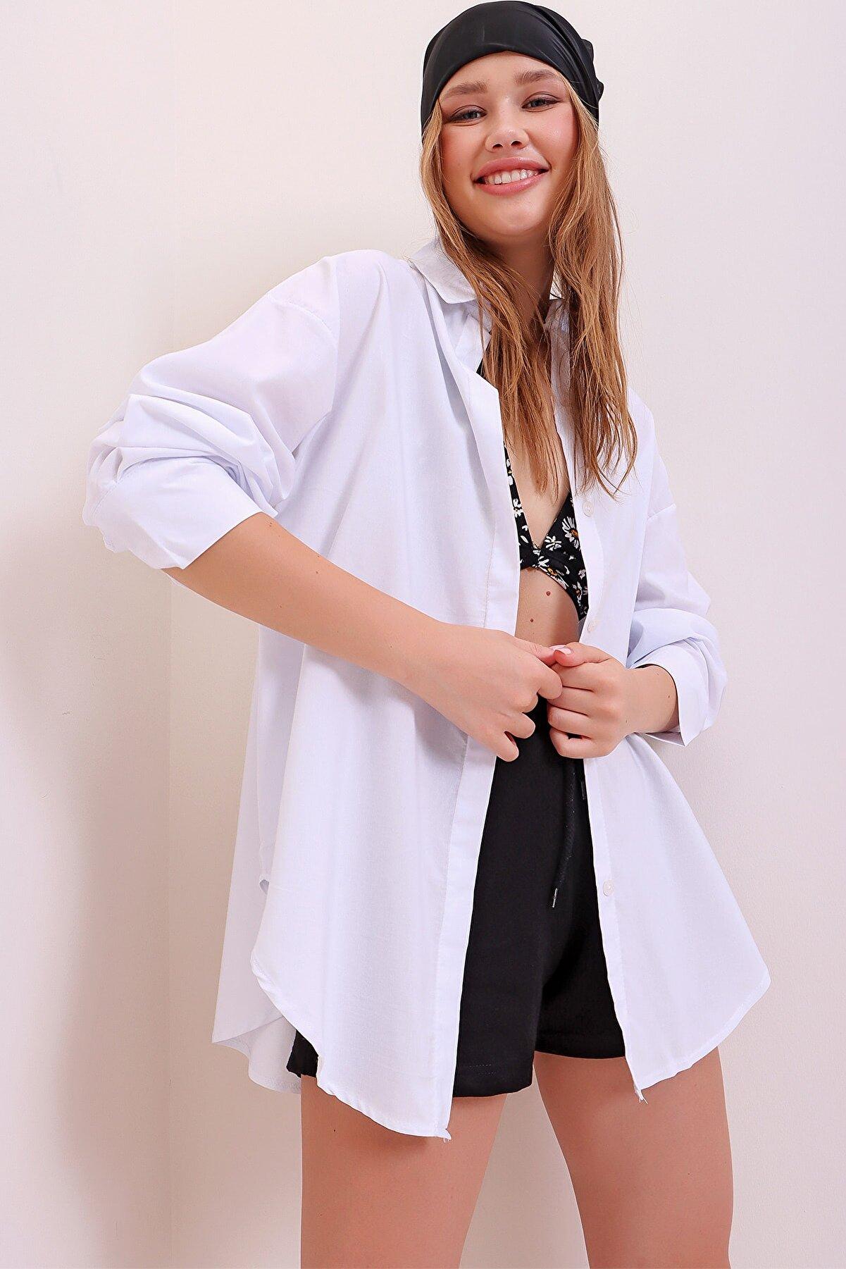 Trend Alaçatı Stili Kadın Beyaz Oversize Uzun Dokuma Gömlek ALC-X6828