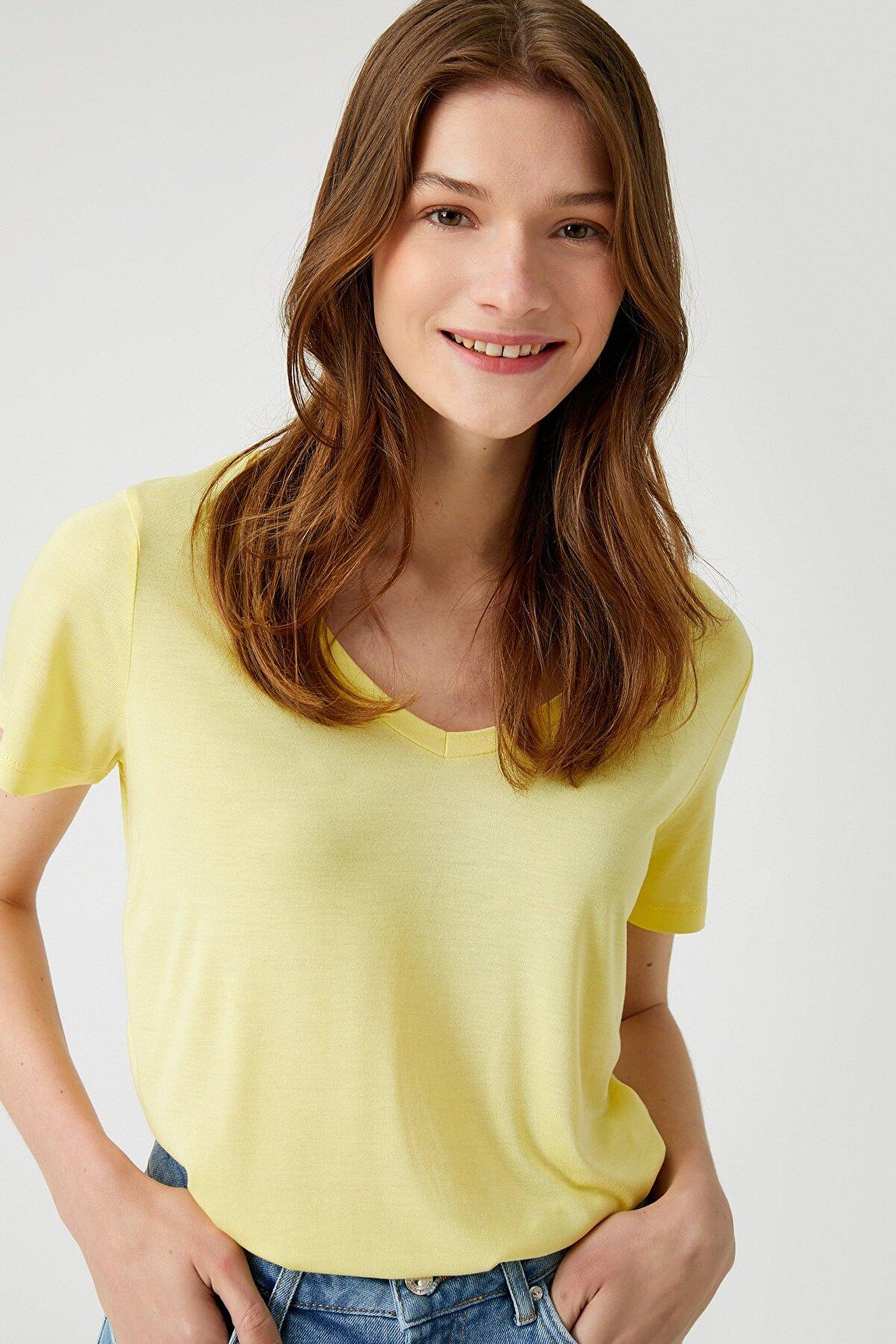 Koton Kadın Açık Sarı T-Shirt 1YAK13046EK