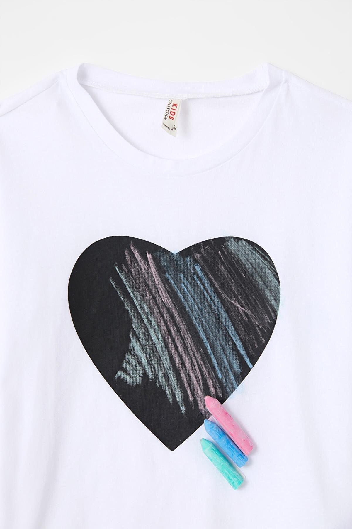 Defacto Kız Çocuk Kalp Baskılı Tebeşir Hediyeli Kısa Kollu Tişört U7820A621SMW