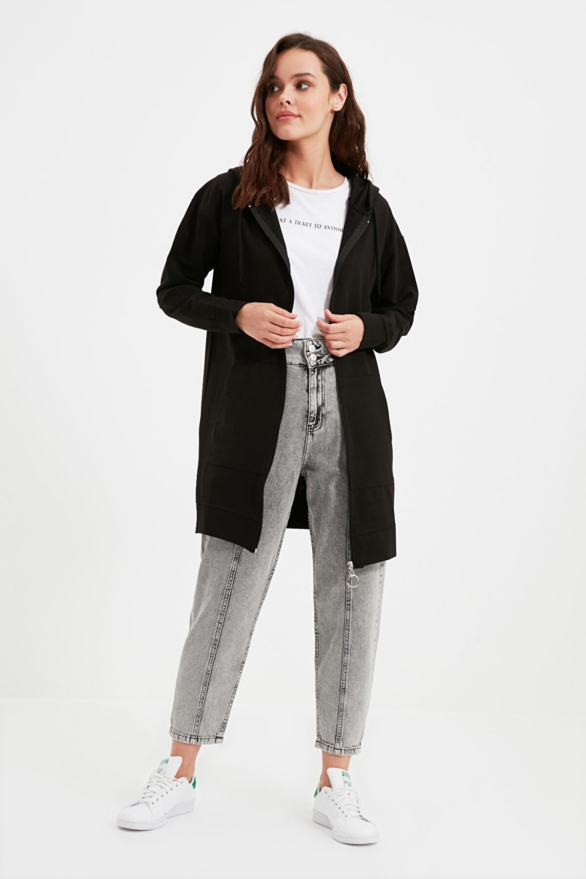 TRENDYOL MODEST Siyah Fermuarlı Kapüşonlu Basic Örme Sweatshirt TCTAW22TW0137