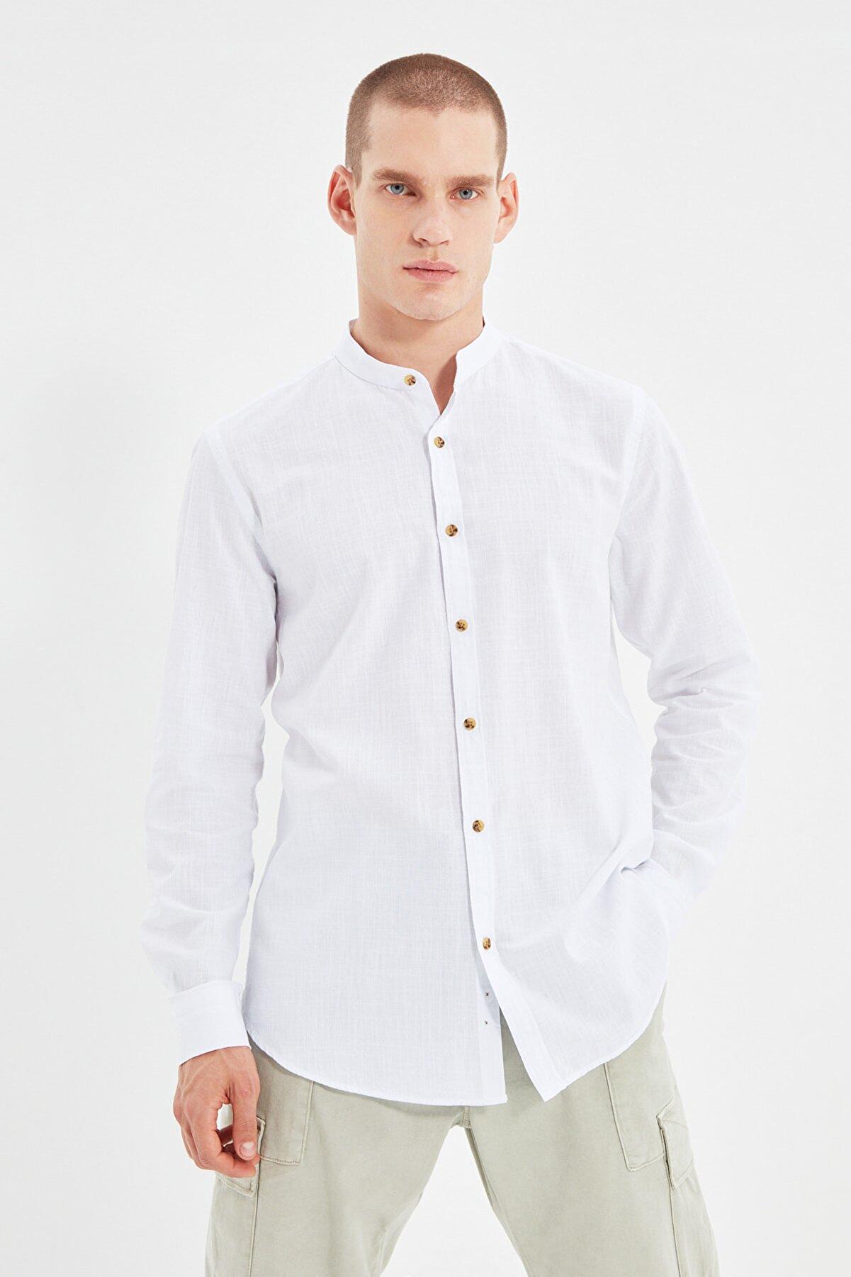 TRENDYOL MAN Beyaz Erkek Basic Hakim Yaka Apoletli Slim Fit Uzun Kollu Gömlek TMNSS20GO0188