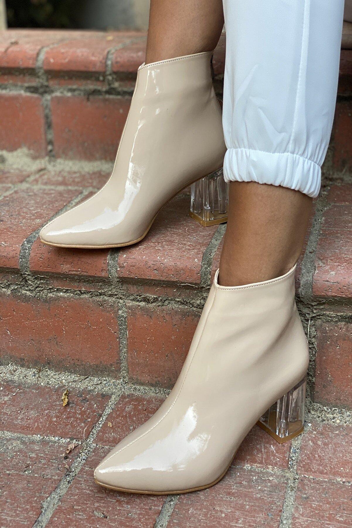 İnan Ayakkabı Bayan Sivri Burun Ortadan Dikiş Ve Şeffaf Topuk Detaylı Bot