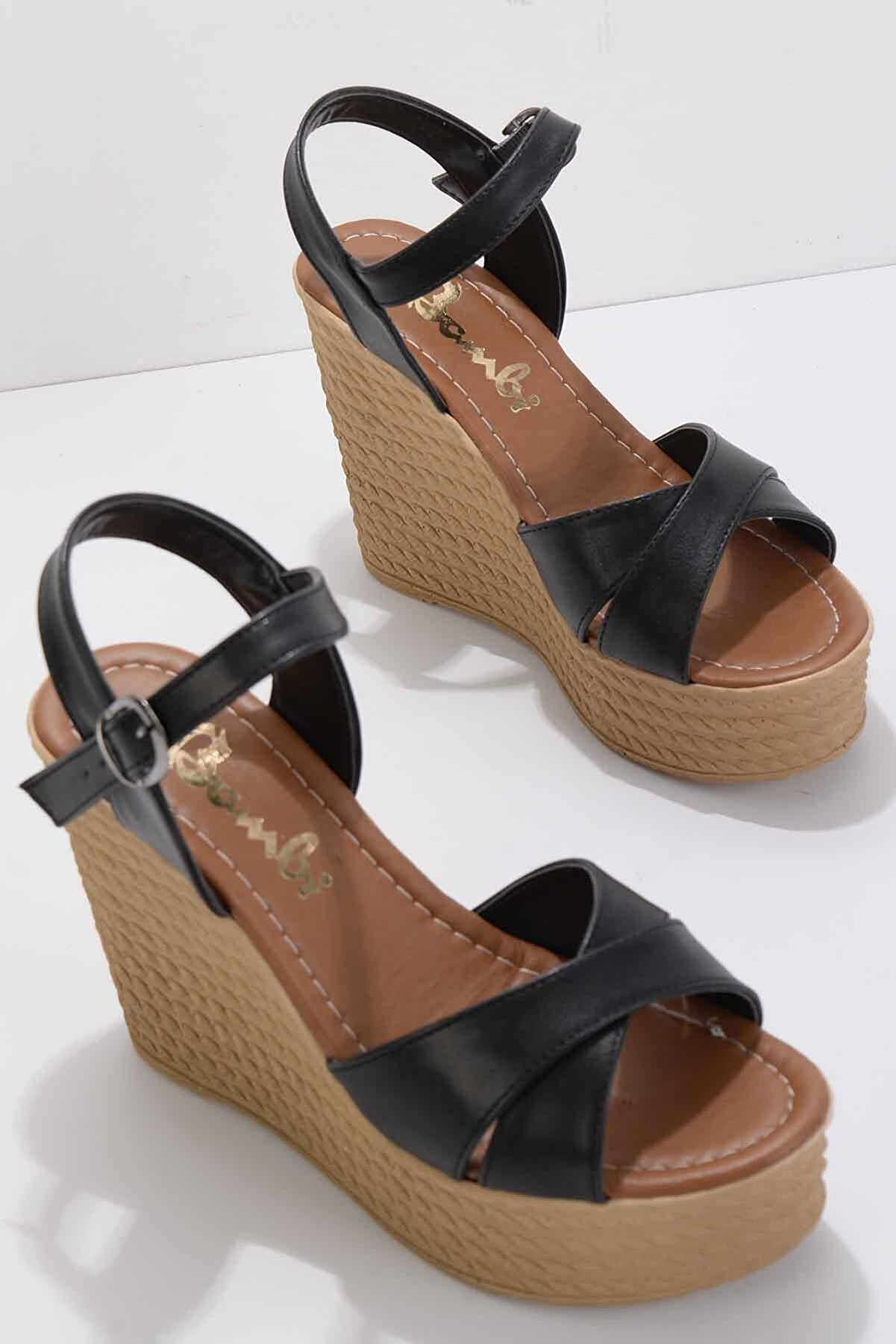 Bambi Siyah Kadın Dolgu Topuklu Ayakkabı K05927020009