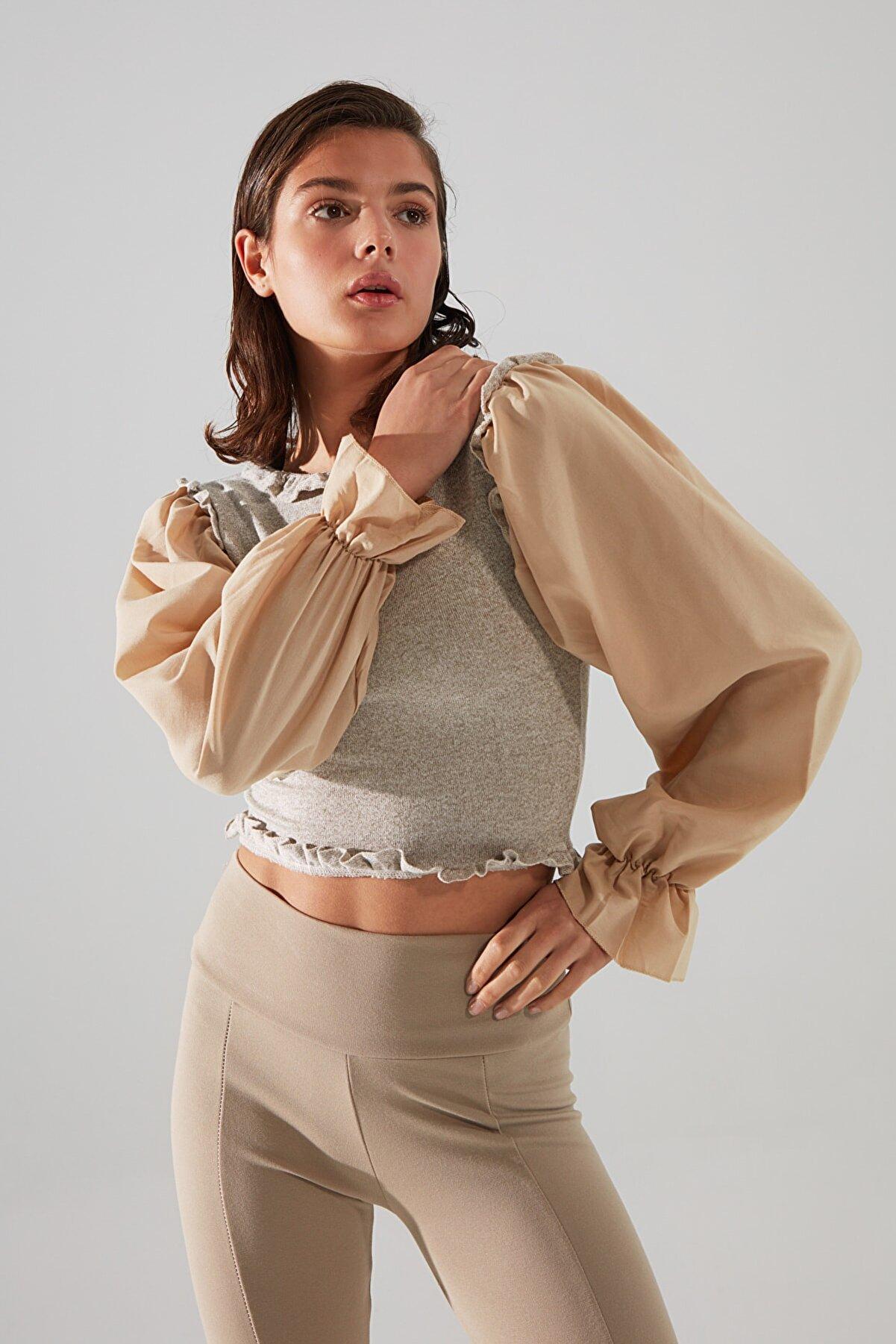 TRENDYOLMİLLA Bej Poplin Kollu Crop Örme Bluz TWOAW21BZ1215