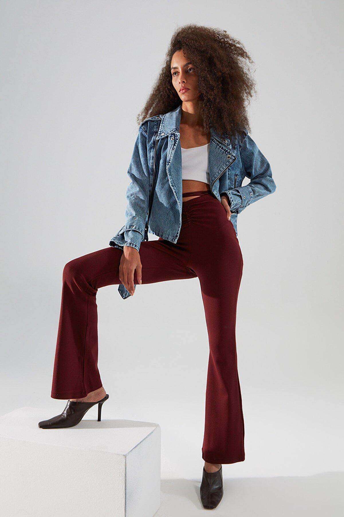 TRENDYOLMİLLA Bordo Bağlama Detaylı İspanyol Paça Örme Pantolon TWOAW22PL0240