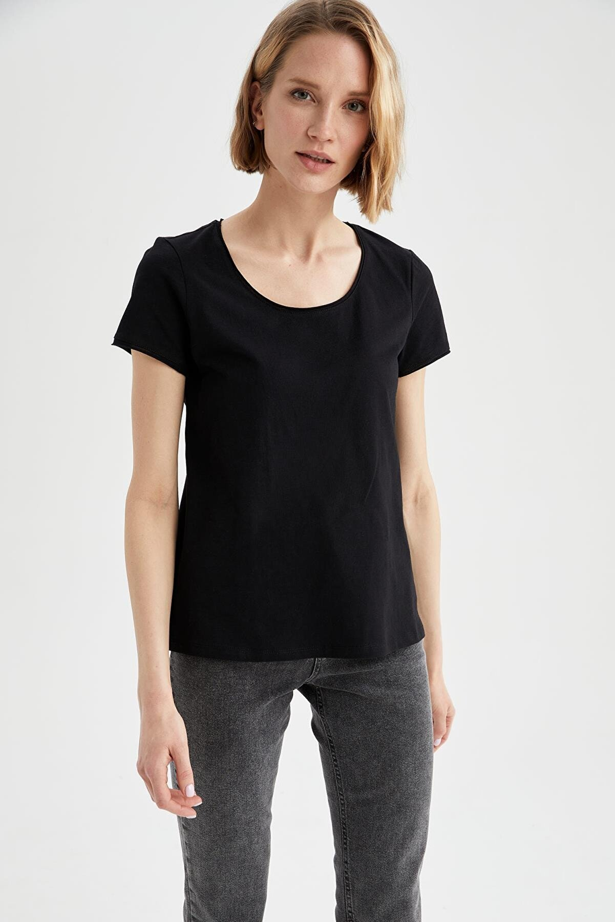 Defacto Relax Fit Yuvarlak Yaka Basic Tişört