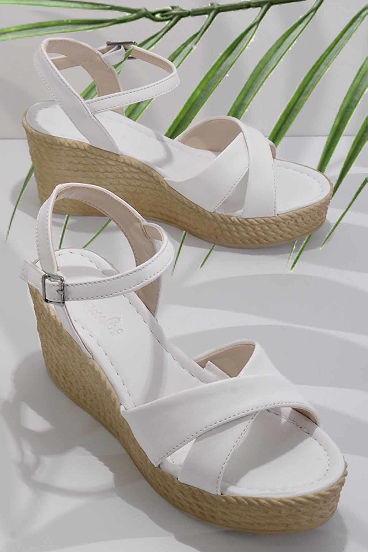 Bambi Beyaz Kadın Sandalet K05936021109