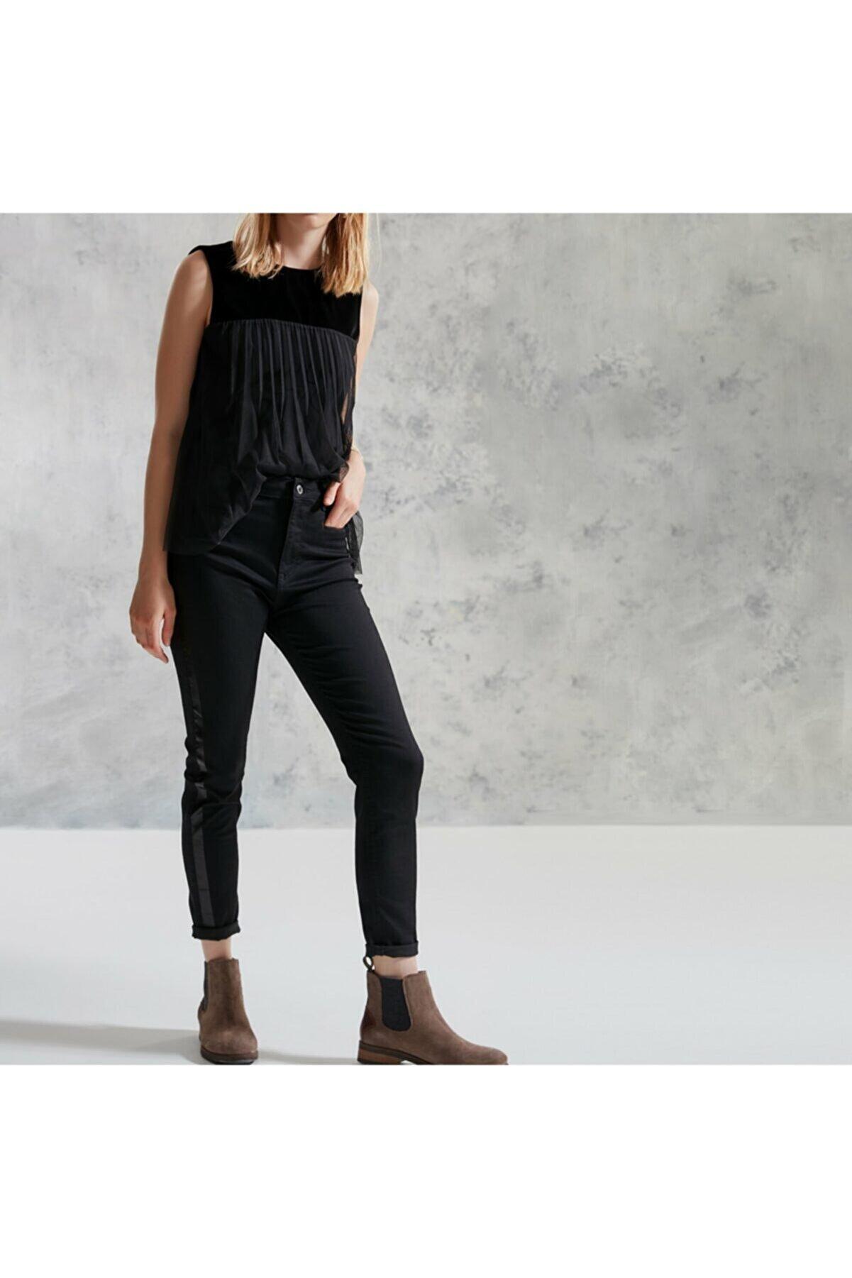 Yargıcı Kadın Siyah Şerit Detaylı Pantolon