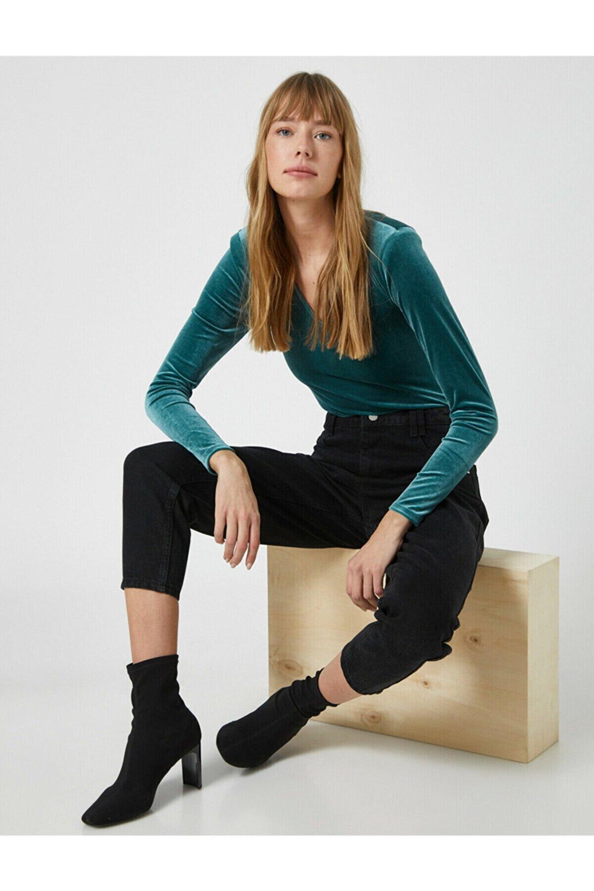 Koton Kadın Yeşil Kadife V Yaka Uzun Kollu Tisört