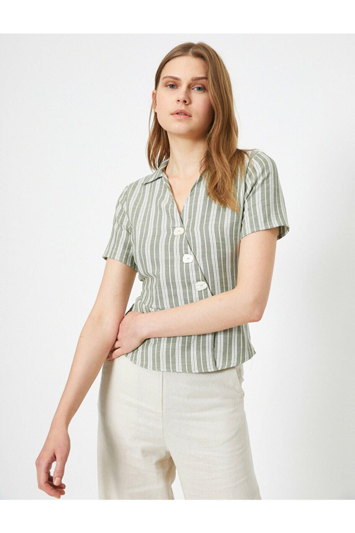 Koton Kadın Yeşil V Yaka Kısa Kol Düğme Detaylı Bluz