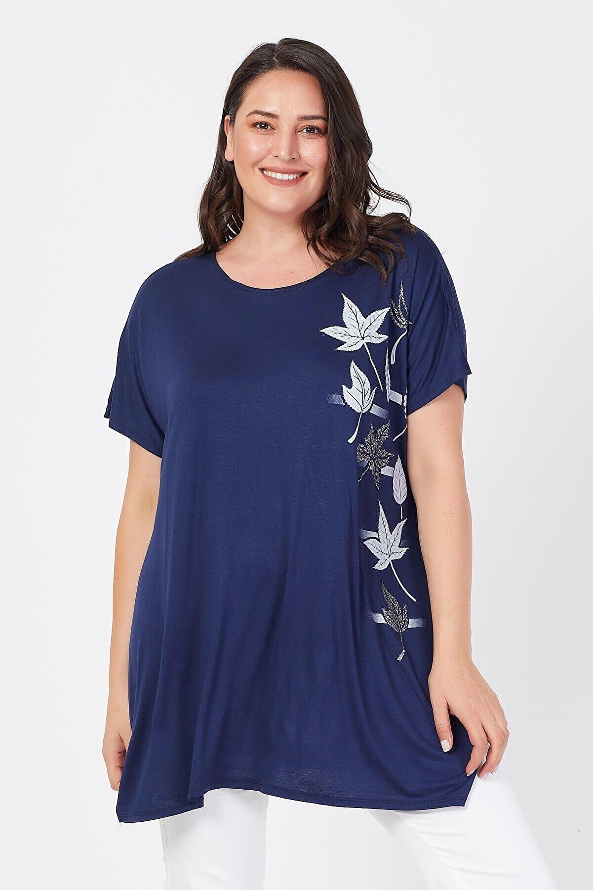 Siyezen Kadın Lacivert Büyük Beden Salaş Sarmaşık Yaprak Baskılı T-shirt