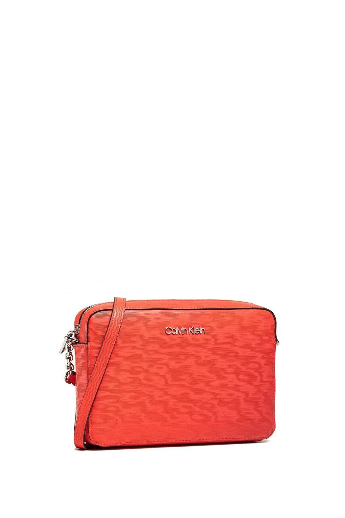 Calvin Klein Kadın Ck Must Çapraz Askılı Kadın Çantası K60k608103