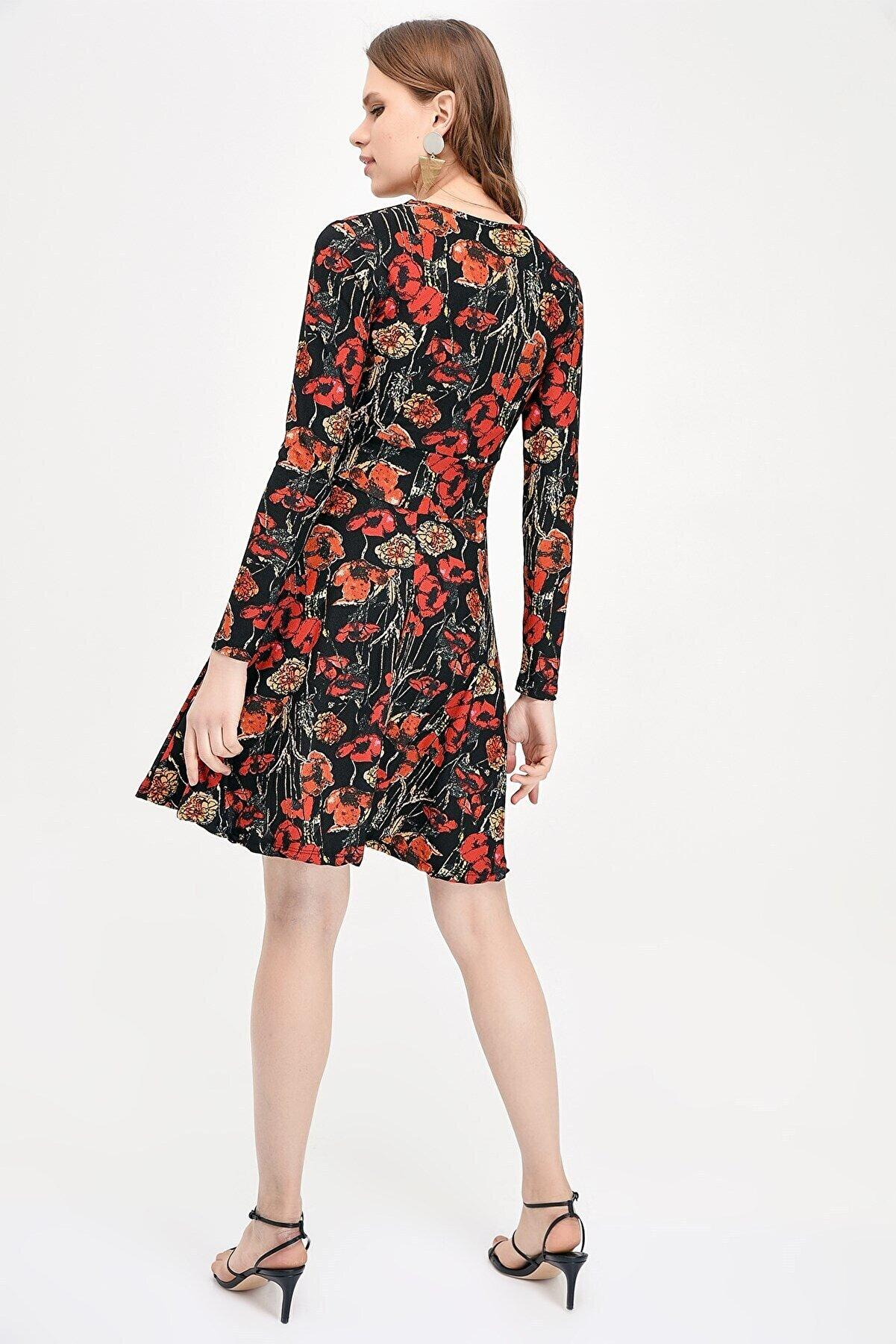 Cotton Mood 9041452 Örme Krep Beli Şeritli Kruvaze Yaka Uzun Kol Elbise Sıyah-bordo Gullu
