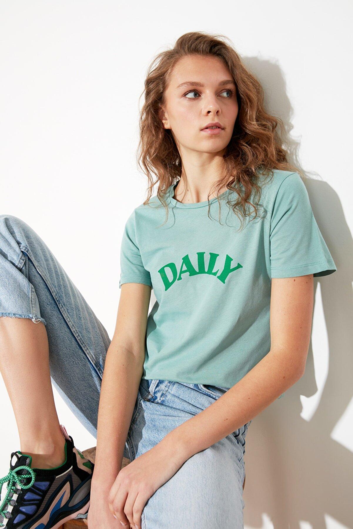 TRENDYOLMİLLA Mint Baskılı Basic Örme T-Shirt TWOSS21TS1672