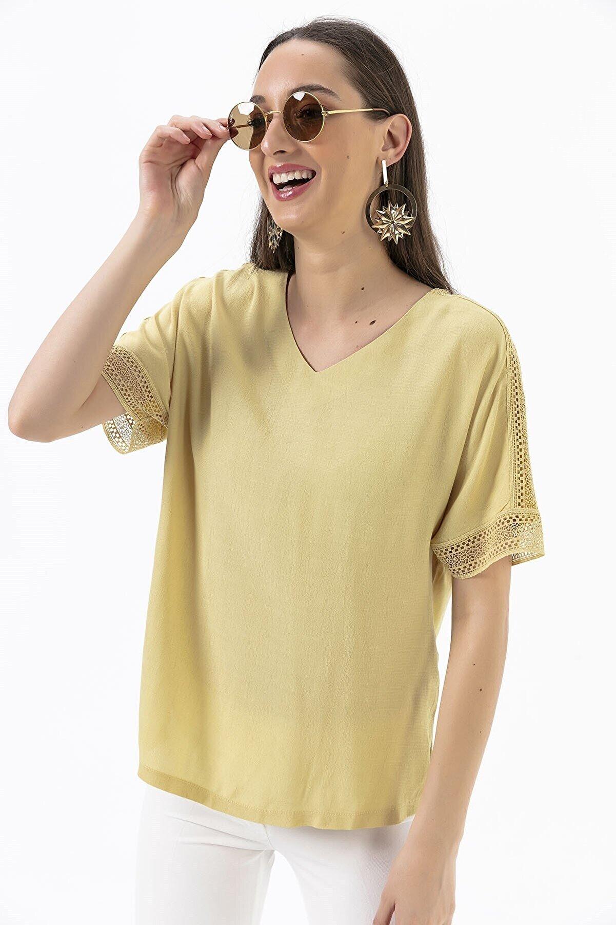 By Saygı Omuzları Kolları Dantelli Krep Likra Bluz Sarı