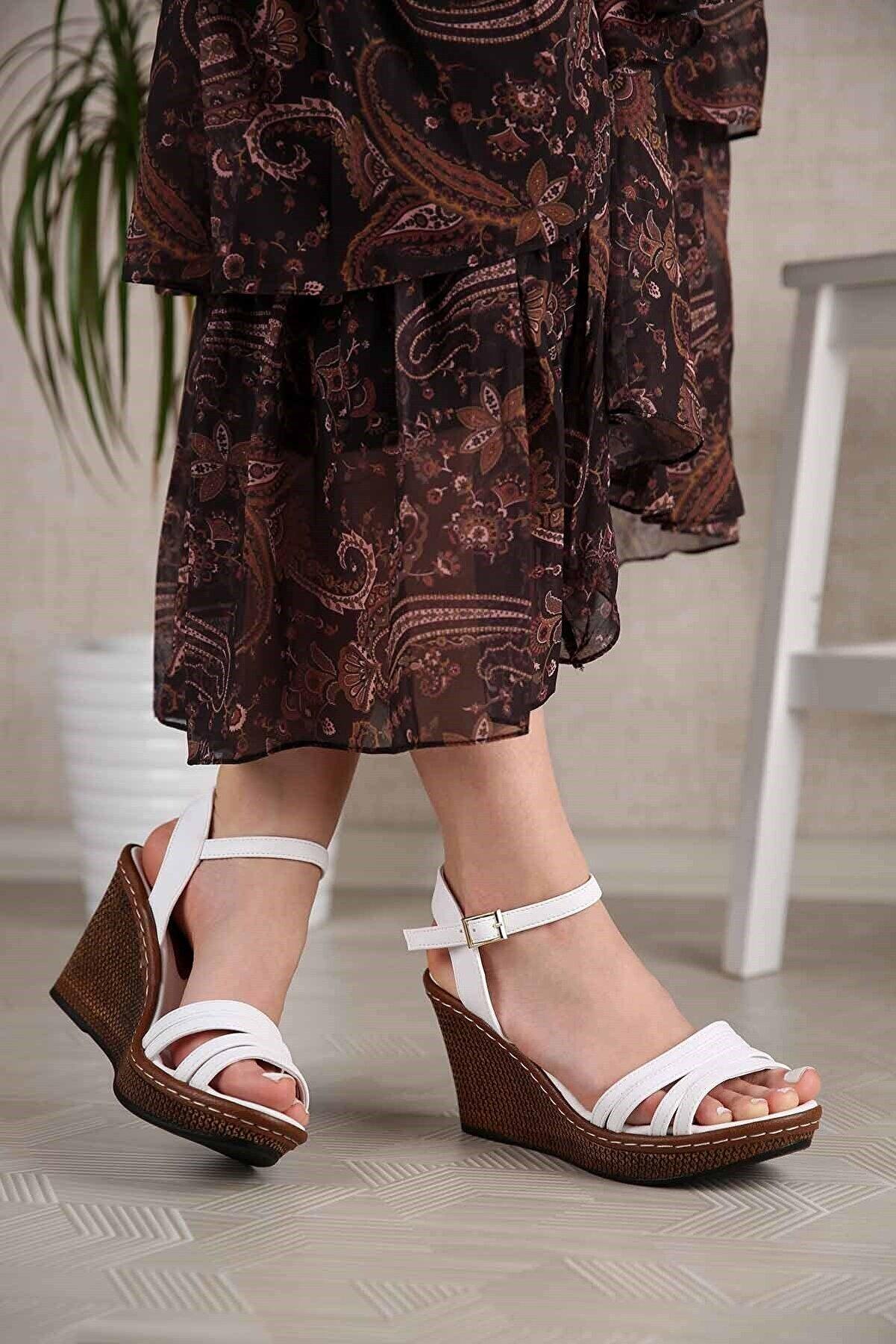 Ccway Kadın Beyaz Cilt 4 Bantlı Dolgu Topuklu Sandalet