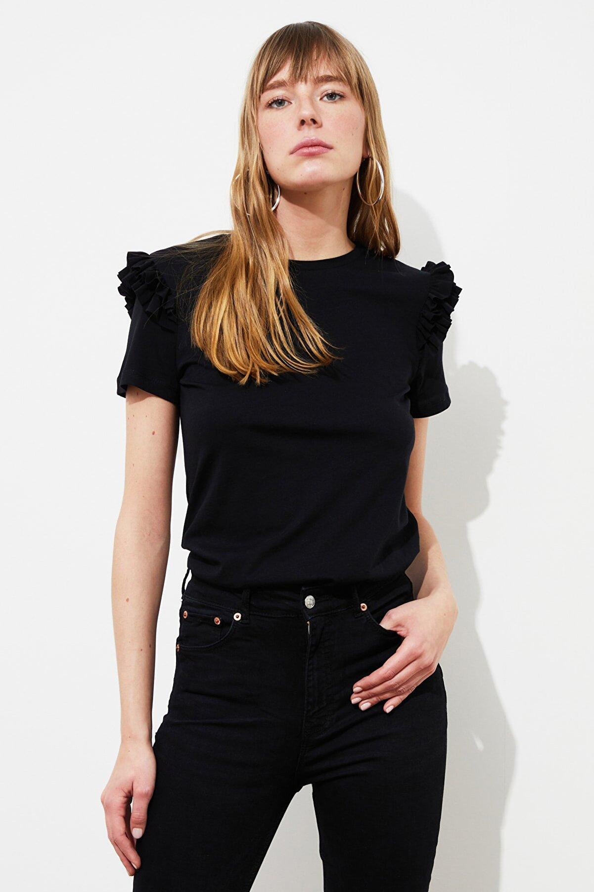 TRENDYOLMİLLA Siyah Basic Örme T-Shirt TWOSS21TS2130