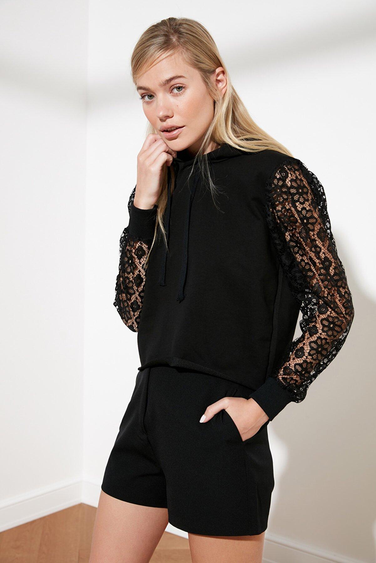 TRENDYOLMİLLA Siyah Kapuşonlu Örme Sweatshirt TWOSS21SW0068