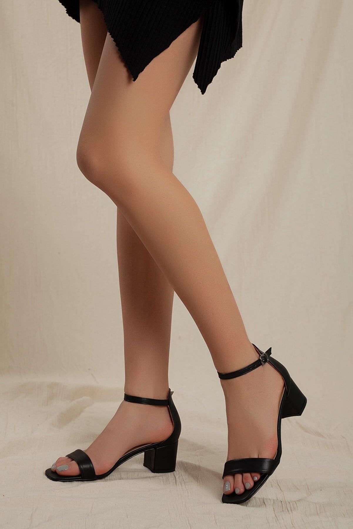 Daxtors Kadın Siyah Klasik Düşük Topuklu Tek Bant Ayakkabı D0225