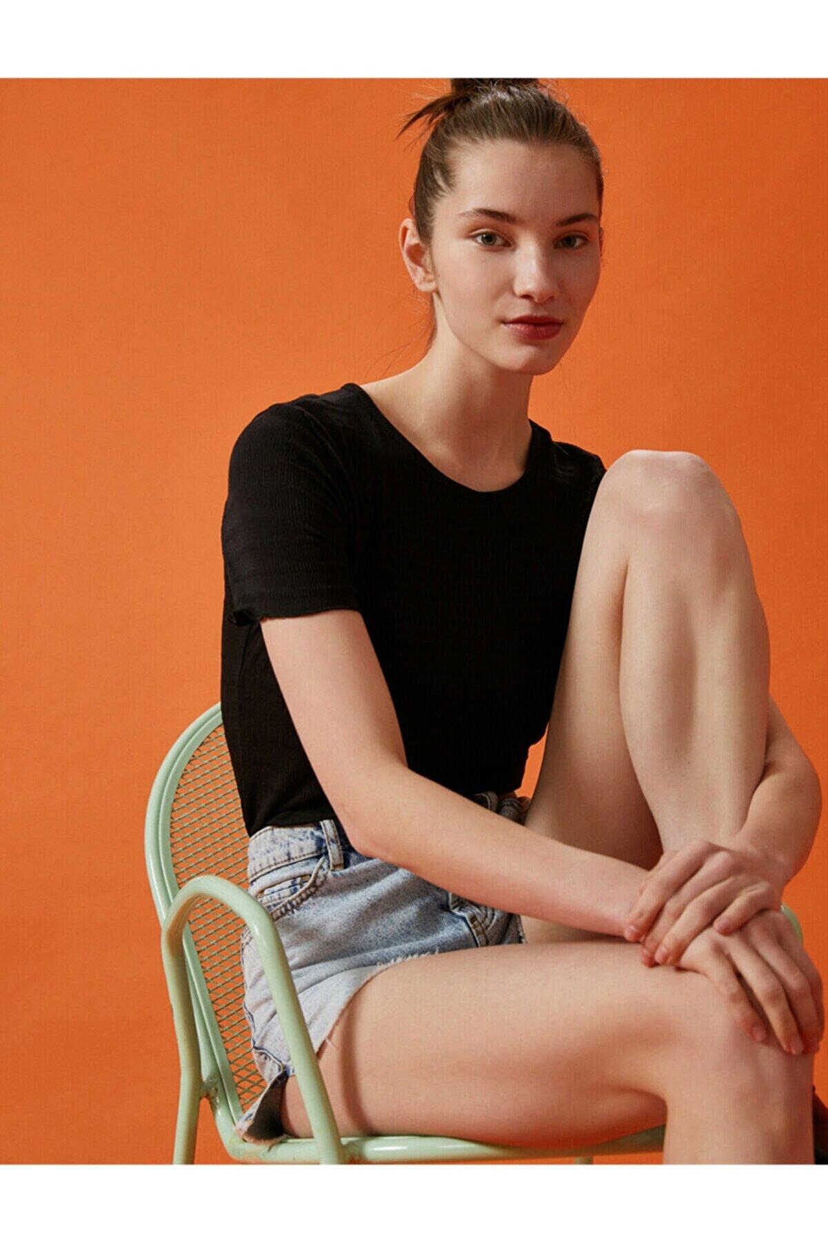 Koton Kadın Siyah Bisiklet Yaka Basic  T-Shirt