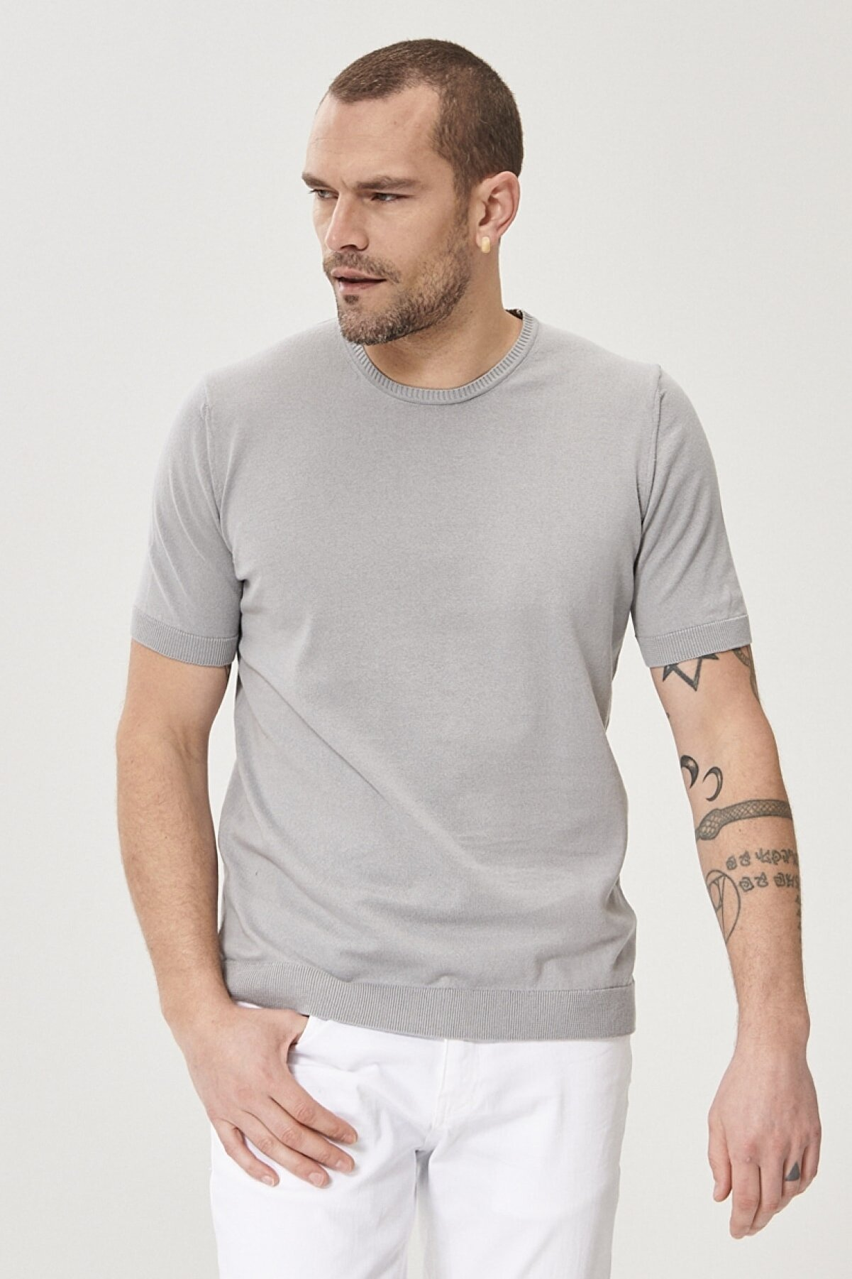 Altınyıldız Classics Erkek Gri 360 Derece Her Yöne Esneyen Slim Fit %100 Koton Triko Tişört
