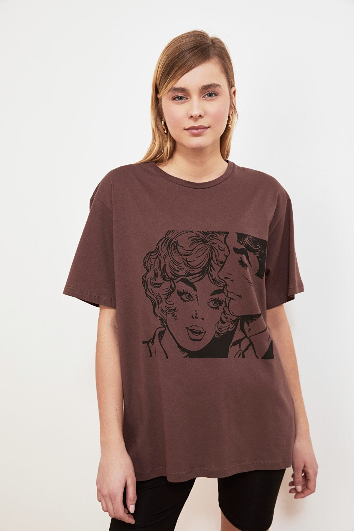 TRENDYOLMİLLA Kahverengi Baskılı Boyfriend Örme T-Shirt TWOSS19VG0123