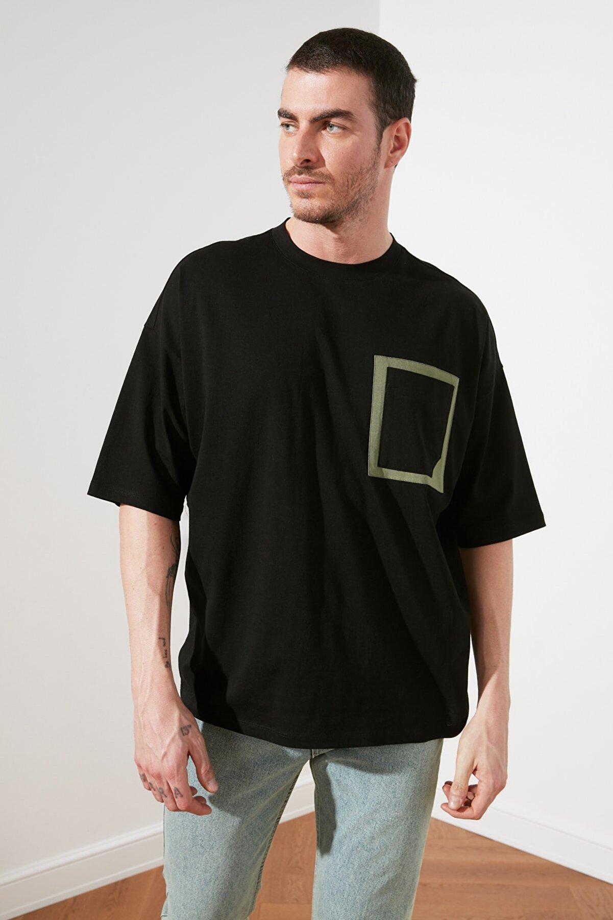 TRENDYOL MAN Siyah Erkek Oversize Kısa Kollu Cepli  T-Shirt TMNSS21TS0899