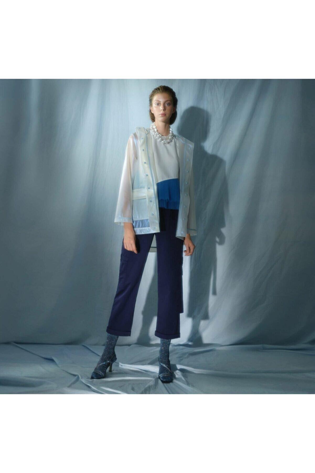Yargıcı Kadın  Beyaz Plise Detaylı Bluz