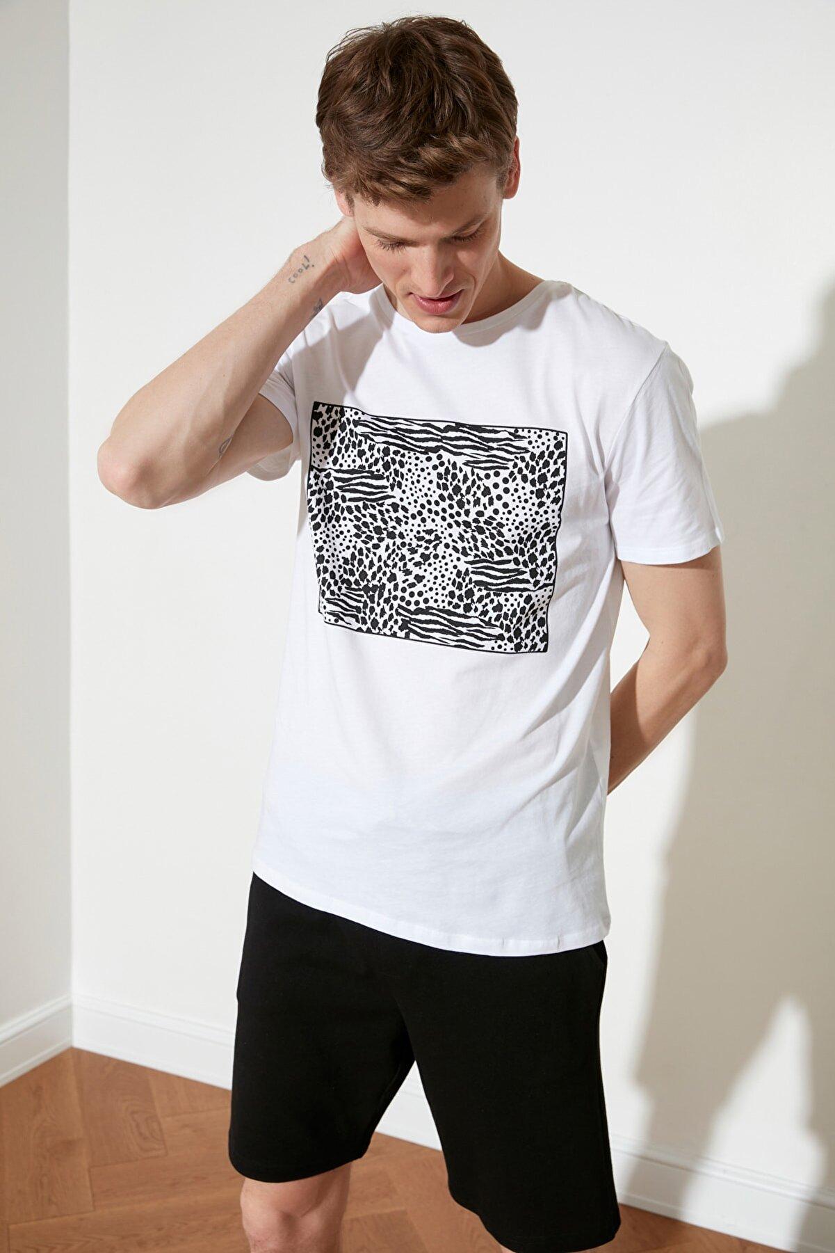 TRENDYOL MAN Beyaz Erkek Slim Fit Baskılı Kısa Kollu T-Shirt TMNSS21TS0382