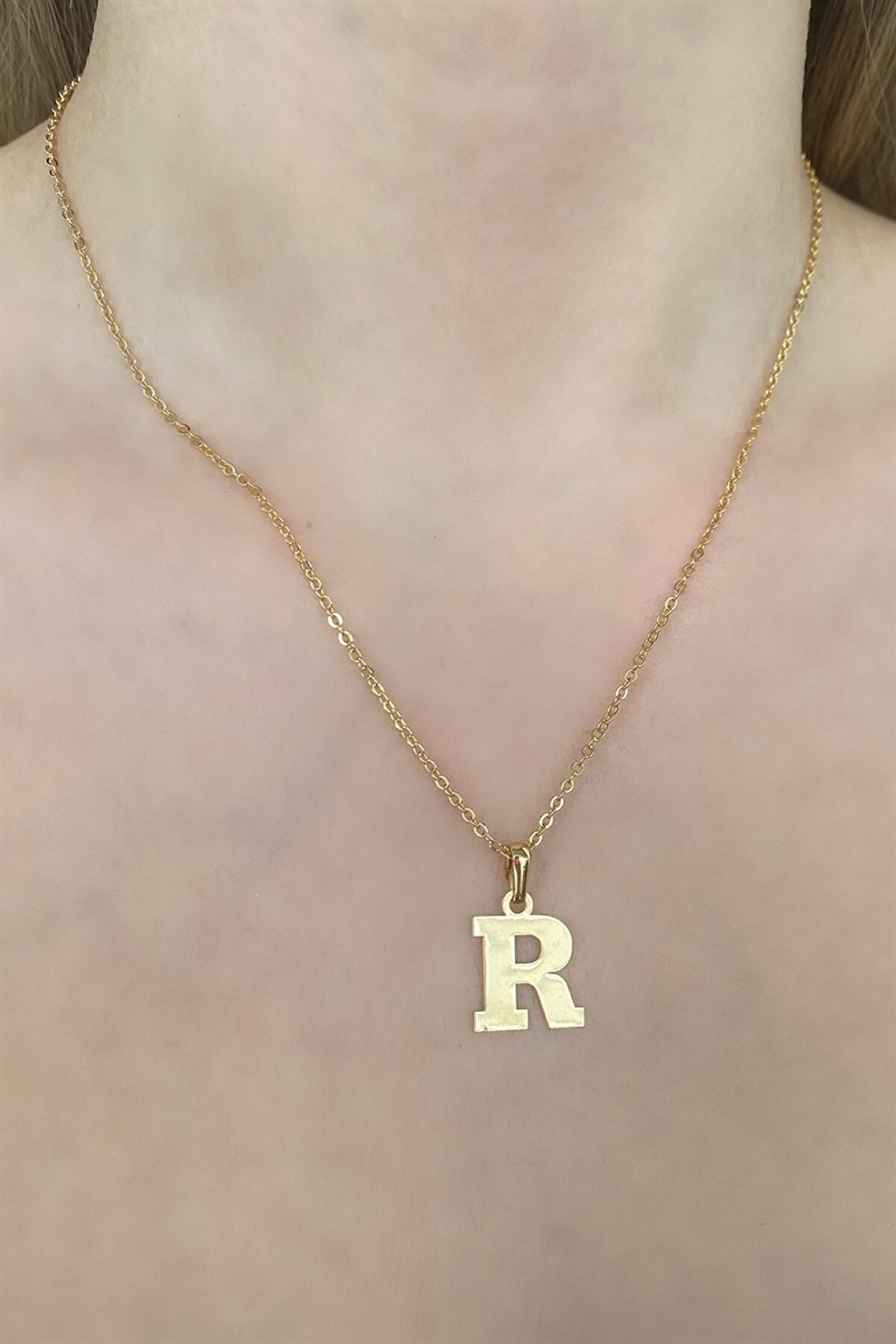 Takıştır R Harfli Altın Renk Kolye