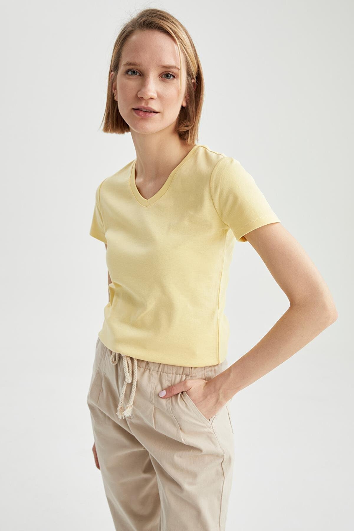 Defacto Kadın Sarı V Yaka Basic Relax Fit Kısa Kollu   T-Shirt